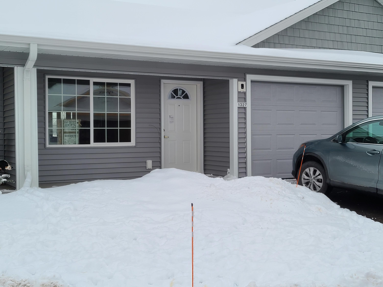1327 Wilson Ave, Hartford, Wisconsin 53027, 2 Bedrooms Bedrooms, ,2 BathroomsBathrooms,Condominium,For Sale,Wilson Ave,1722863