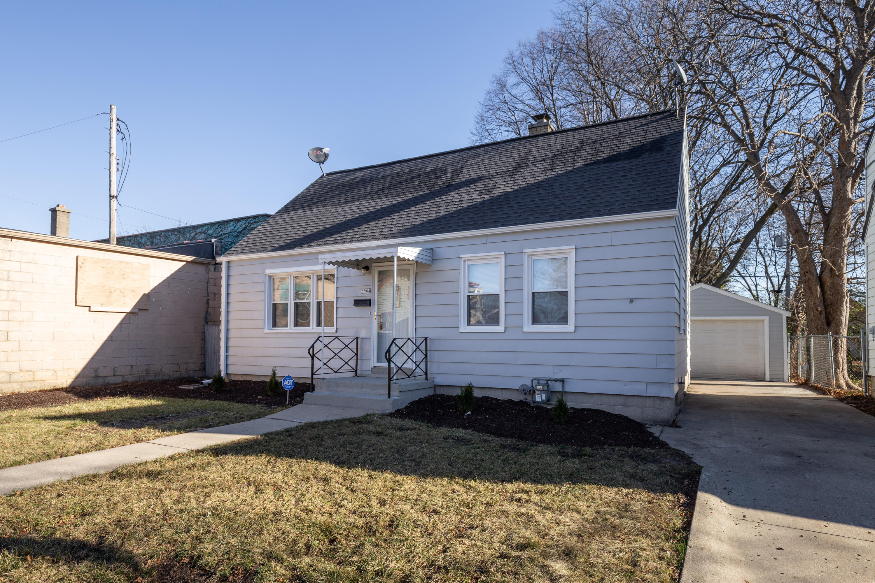 5964 39th St, Milwaukee, Wisconsin 53209, 4 Bedrooms Bedrooms, 7 Rooms Rooms,2 BathroomsBathrooms,Single-family,For Sale,39th St,1722933