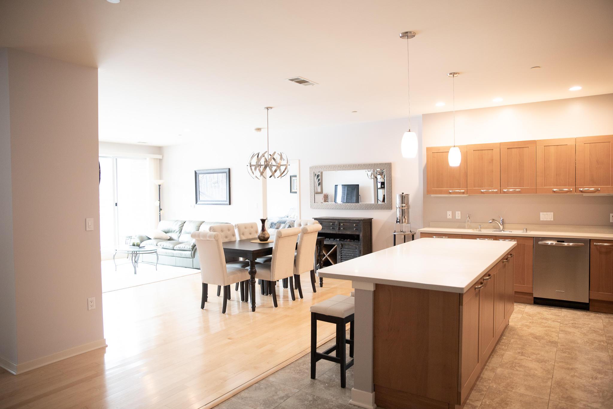 1522 Prospect, Milwaukee, Wisconsin 53202, 2 Bedrooms Bedrooms, 5 Rooms Rooms,2 BathroomsBathrooms,Condominium,For Sale,Prospect,1722974