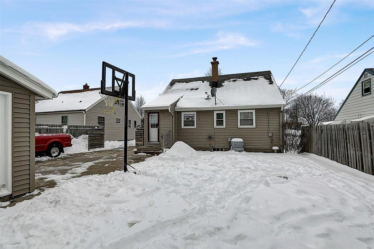 3928 83rd St, Milwaukee, Wisconsin 53222, 4 Bedrooms Bedrooms, ,1 BathroomBathrooms,Single-family,For Sale,83rd St,1723093