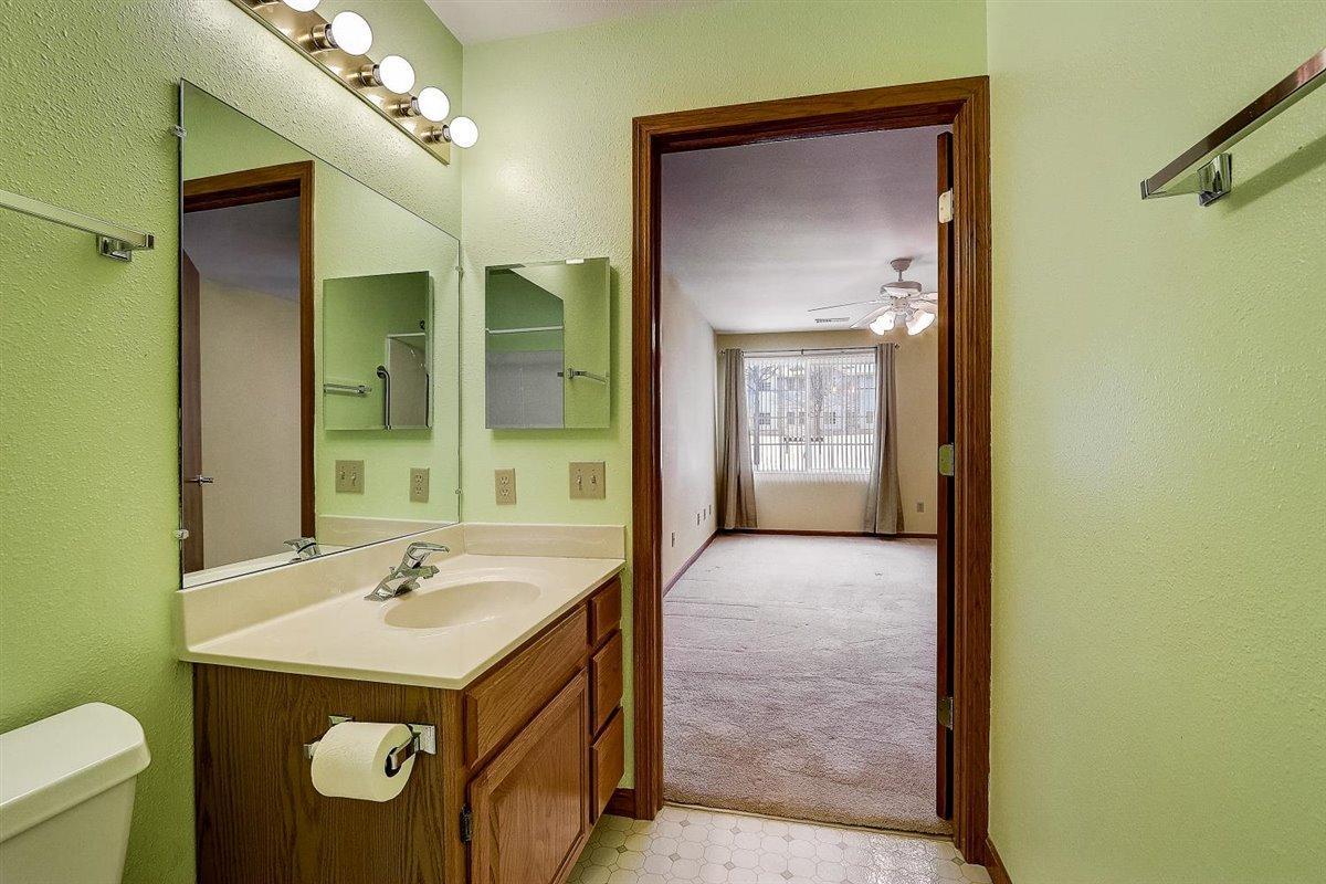 211 Oak Leaf Dr, Oak Creek, Wisconsin 53154, 2 Bedrooms Bedrooms, 4 Rooms Rooms,2 BathroomsBathrooms,Condominium,For Sale,Oak Leaf Dr,1723108
