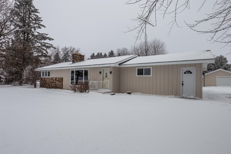 40522 Bloomfield Rd, Genoa City, Wisconsin 53128, 2 Bedrooms Bedrooms, 6 Rooms Rooms,2 BathroomsBathrooms,Single-family,For Sale,Bloomfield Rd,1723121
