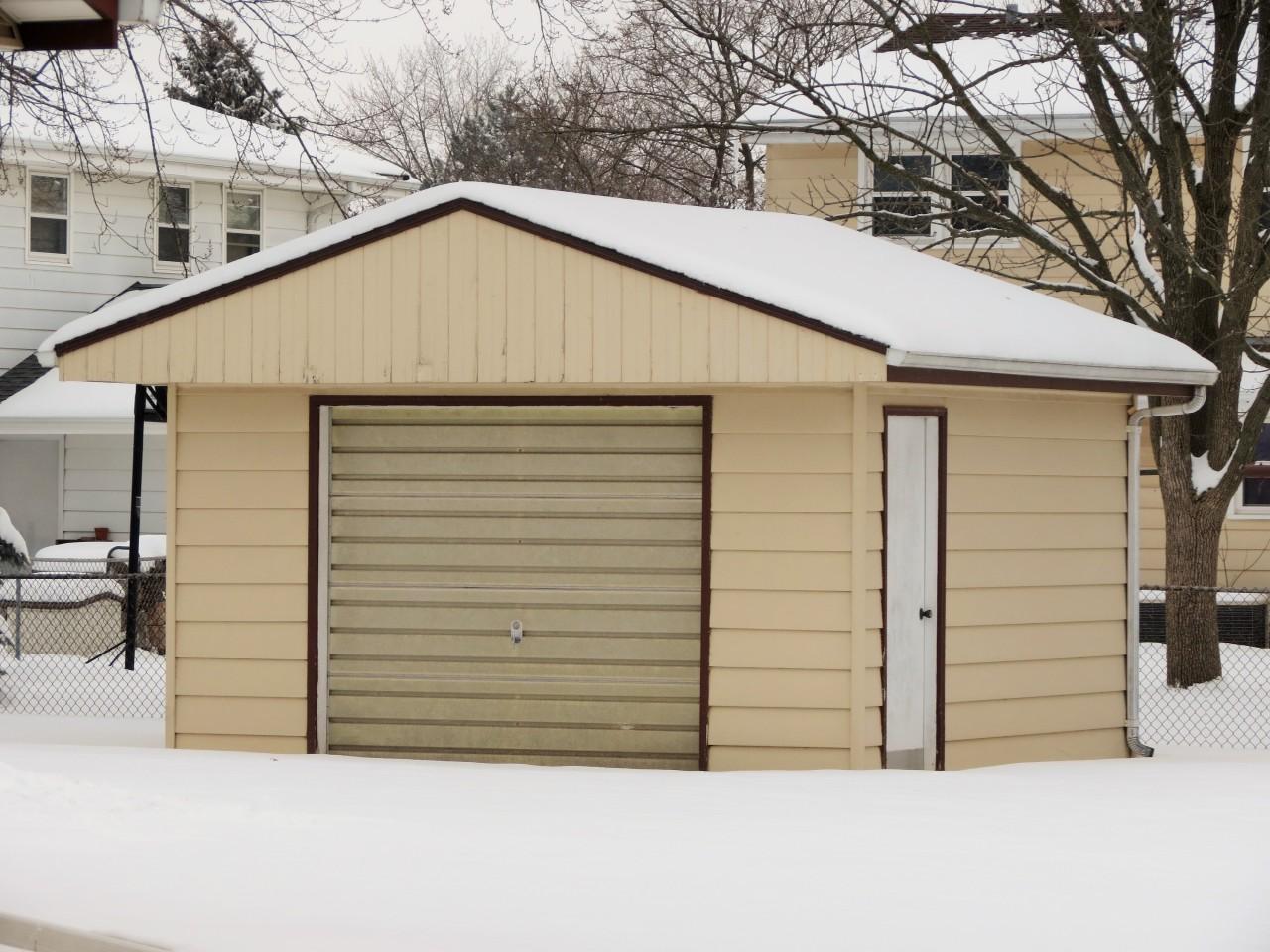 721 Sheridan Dr, West Bend, Wisconsin 53095, 3 Bedrooms Bedrooms, 6 Rooms Rooms,1 BathroomBathrooms,Single-family,For Sale,Sheridan Dr,1723106