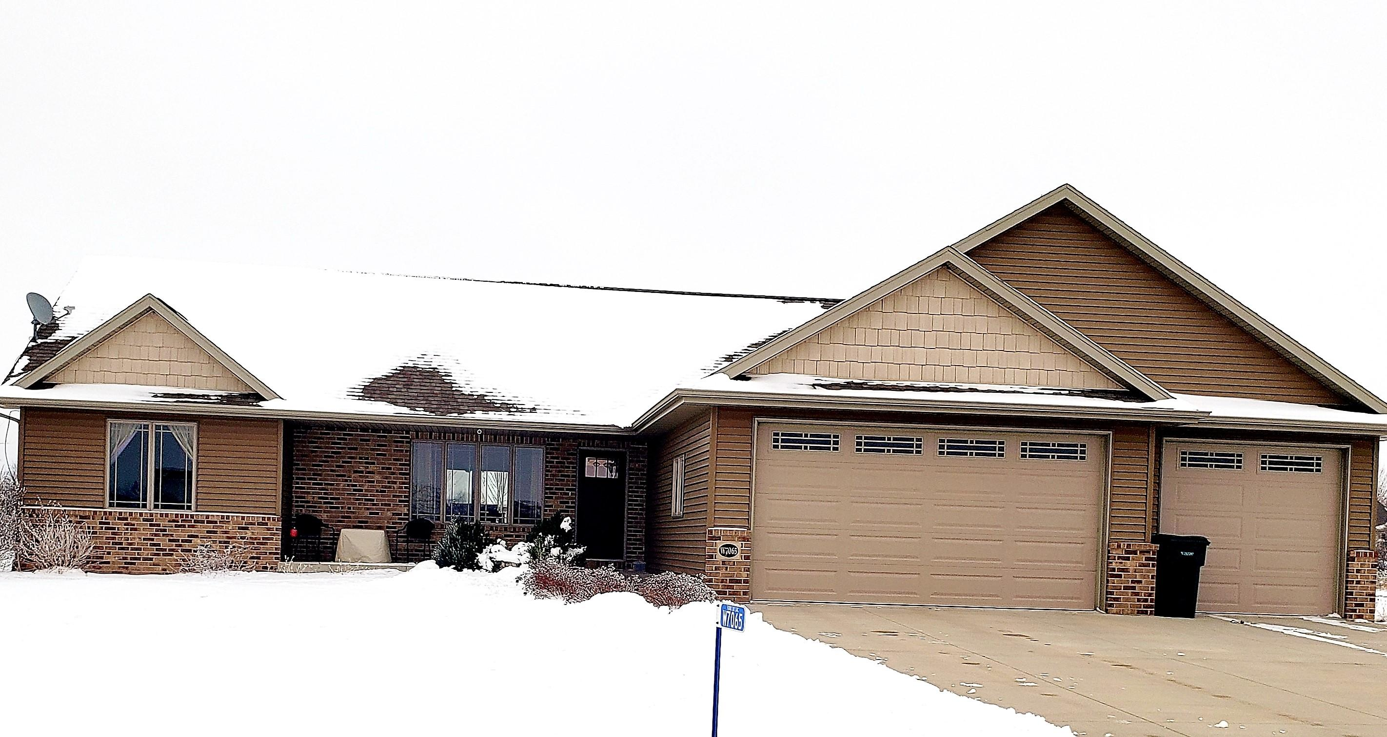 W7065 Westwood Dr, Fond Du Lac, Wisconsin 54937, 3 Bedrooms Bedrooms, ,2 BathroomsBathrooms,Single-family,For Sale,Westwood Dr,1723129