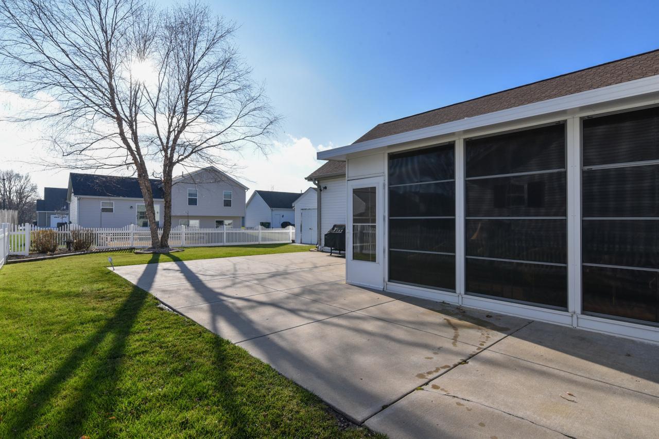 1315 Pinecrest Ln, Elkhorn, Wisconsin 53121, 3 Bedrooms Bedrooms, 6 Rooms Rooms,2 BathroomsBathrooms,Single-family,For Sale,Pinecrest Ln,1721910