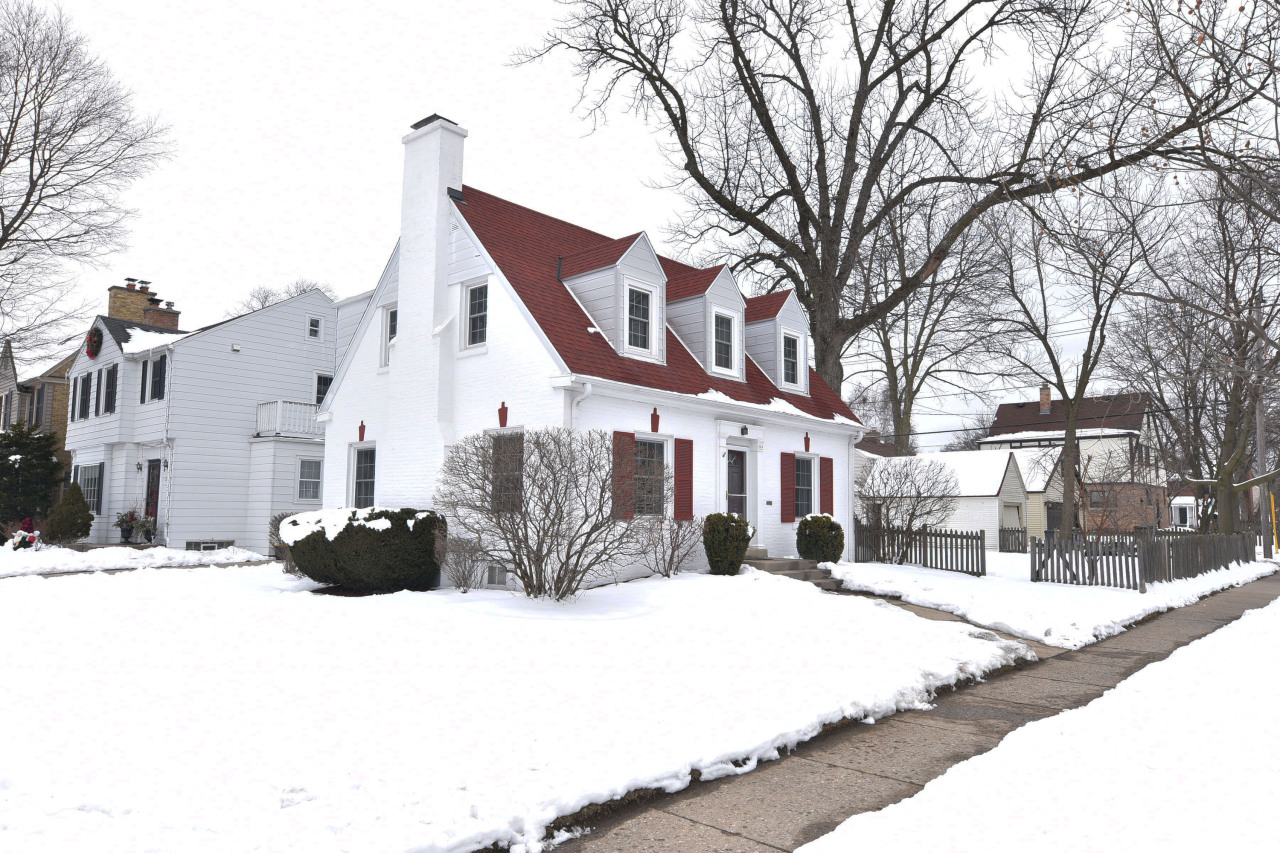 204 Birch Ave, Whitefish Bay, Wisconsin 53217, 3 Bedrooms Bedrooms, 6 Rooms Rooms,1 BathroomBathrooms,Single-family,For Sale,Birch Ave,1723177