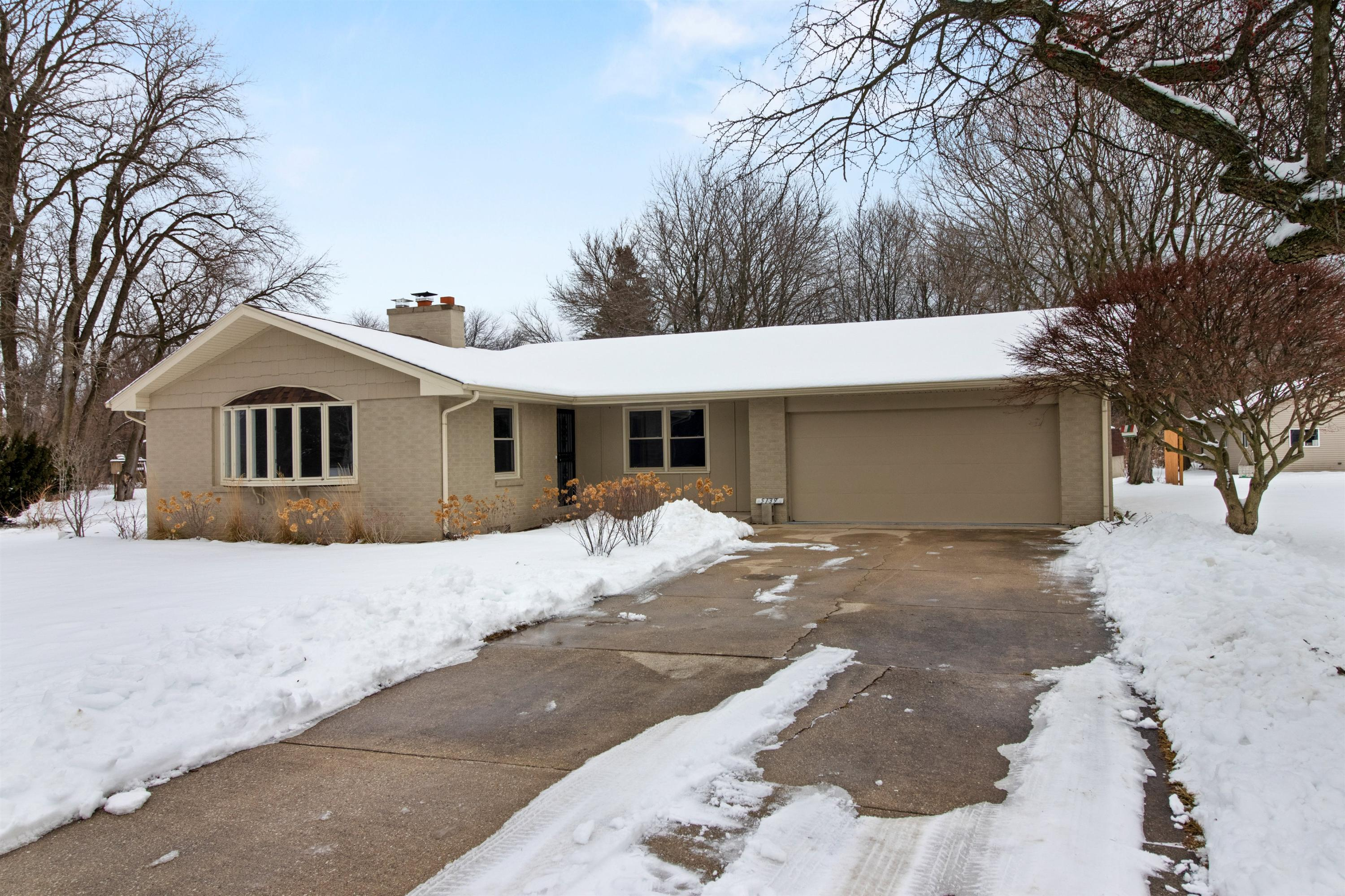 5139 Erie St, Caledonia, Wisconsin 53402, 4 Bedrooms Bedrooms, 8 Rooms Rooms,3 BathroomsBathrooms,Single-family,For Sale,Erie St,1723520