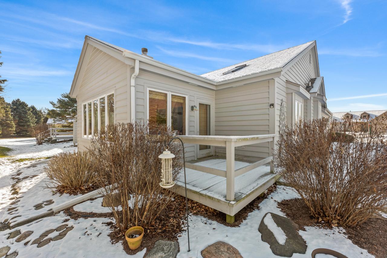 1240 Lansdowne Ct, Brookfield, Wisconsin 53045, 2 Bedrooms Bedrooms, 8 Rooms Rooms,2 BathroomsBathrooms,Condominium,For Sale,Lansdowne Ct,1721217