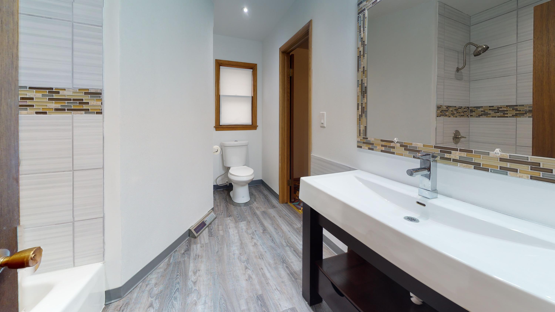 2509-W-Layton-Ave-Bathroom