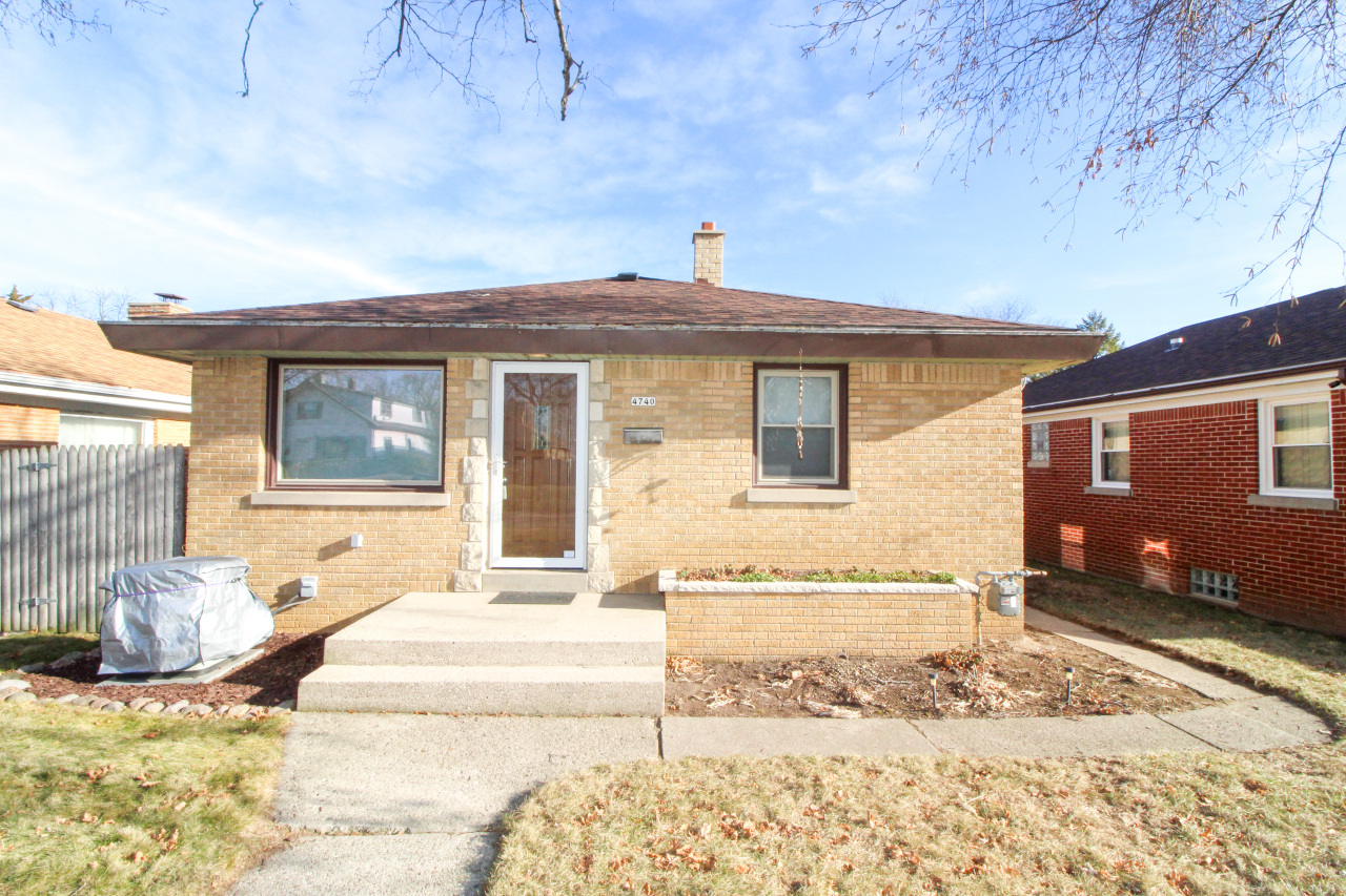 4740 70th St, Milwaukee, Wisconsin 53218, 3 Bedrooms Bedrooms, ,1 BathroomBathrooms,Single-family,For Sale,70th St,1722188