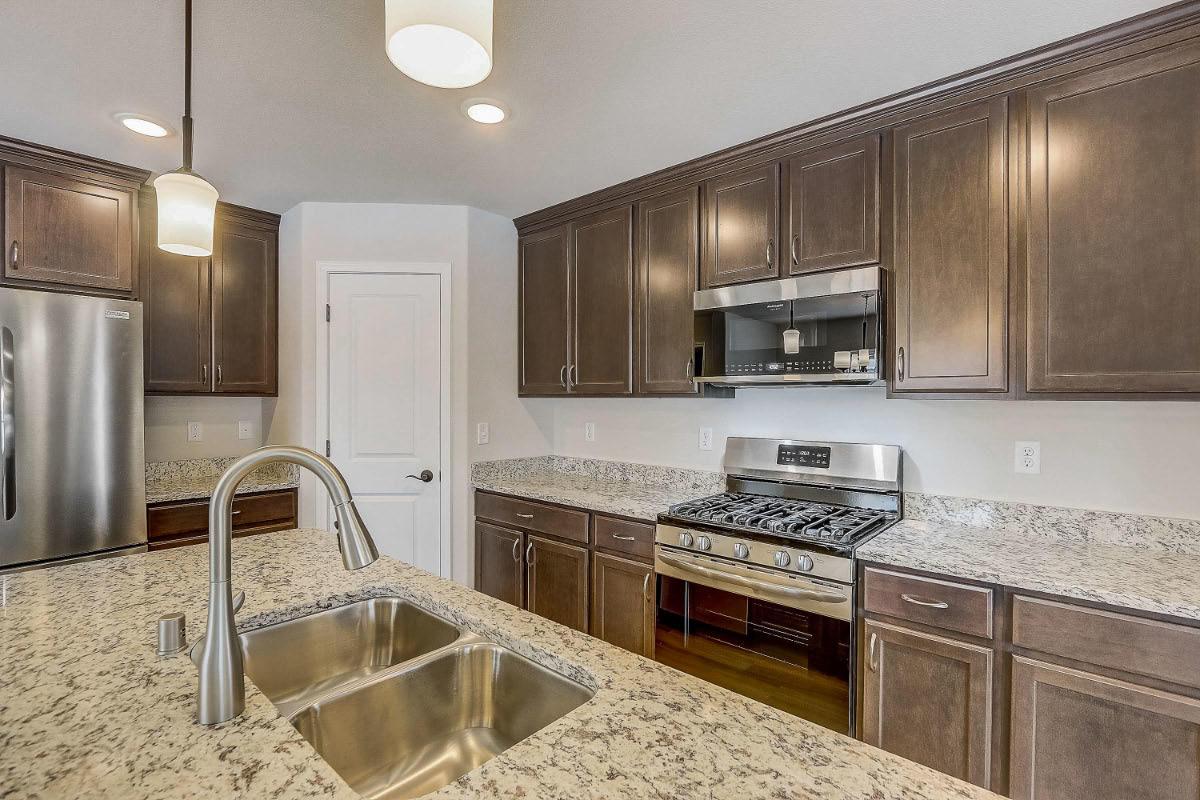 503 Hunter Oaks Blvd 04 Kitchen