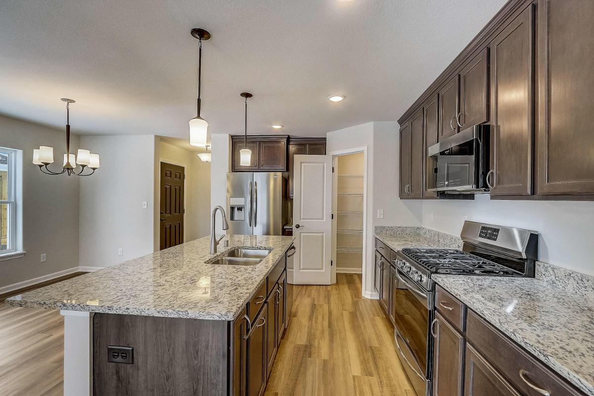 503 Hunter Oaks Blvd 05 Kitchen