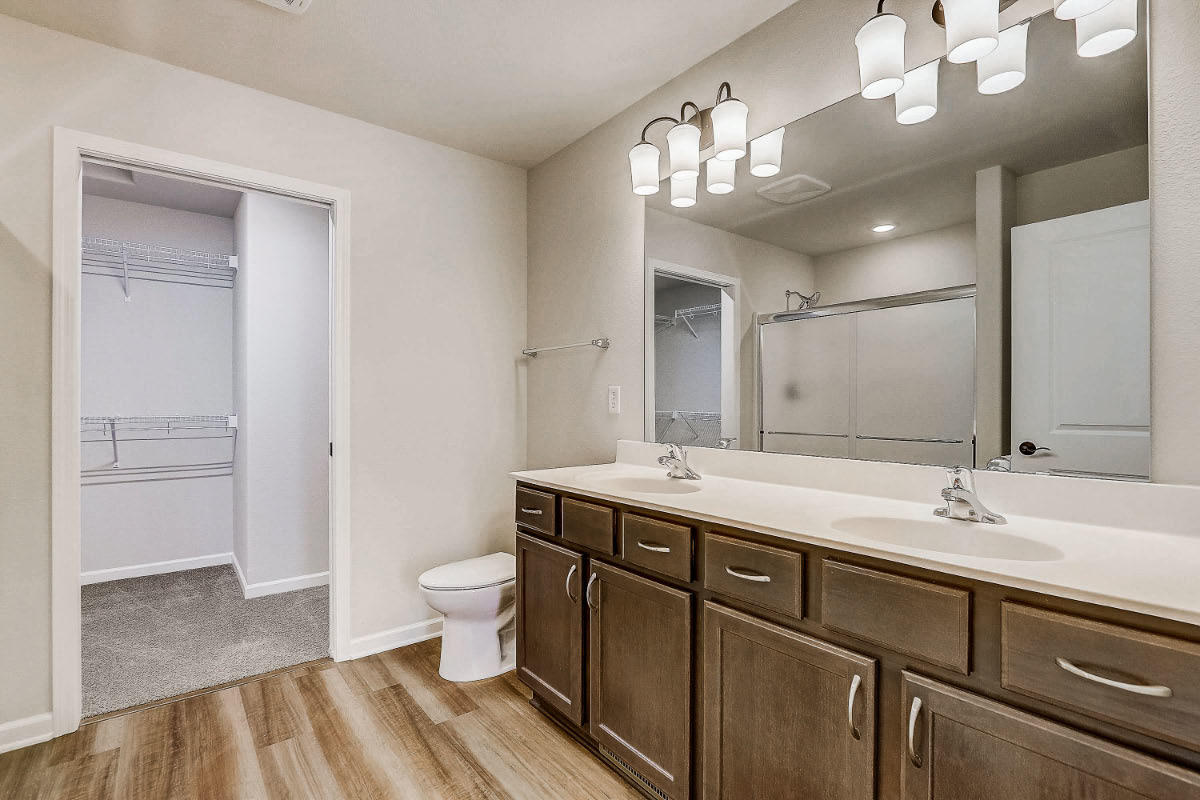 503 Hunter Oaks Blvd 17 Master Bathroom