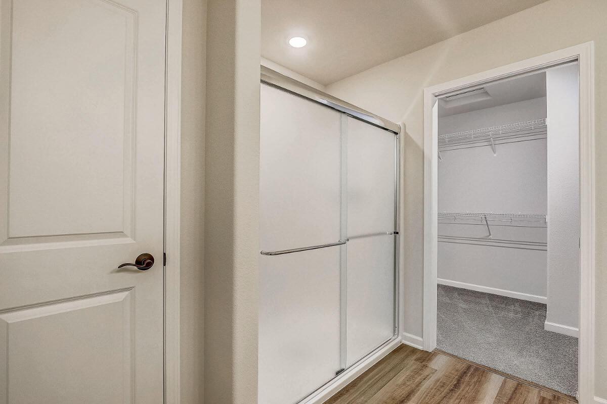 503 Hunter Oaks Blvd 18 Master Bathroom
