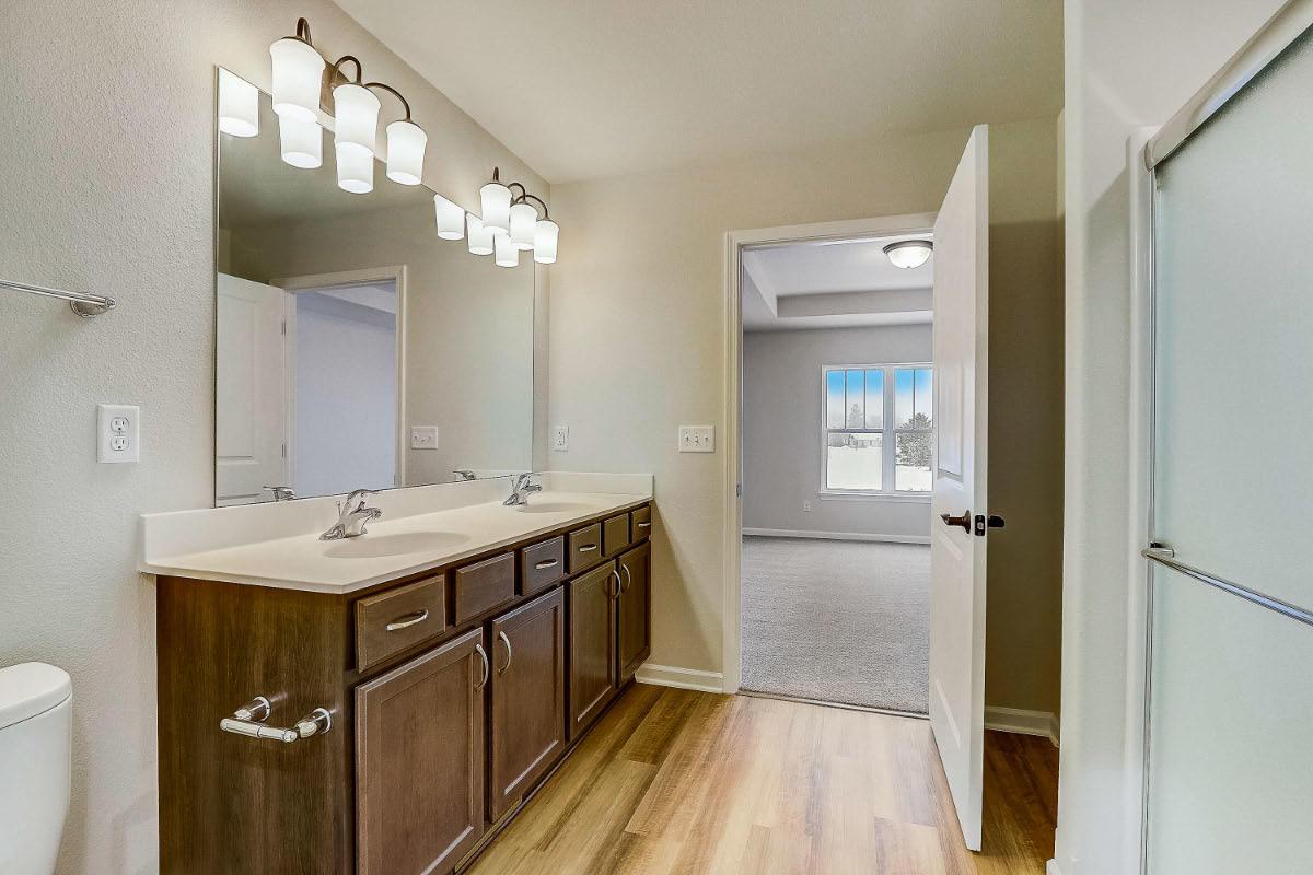 503 Hunter Oaks Blvd 19 Master Bathroom