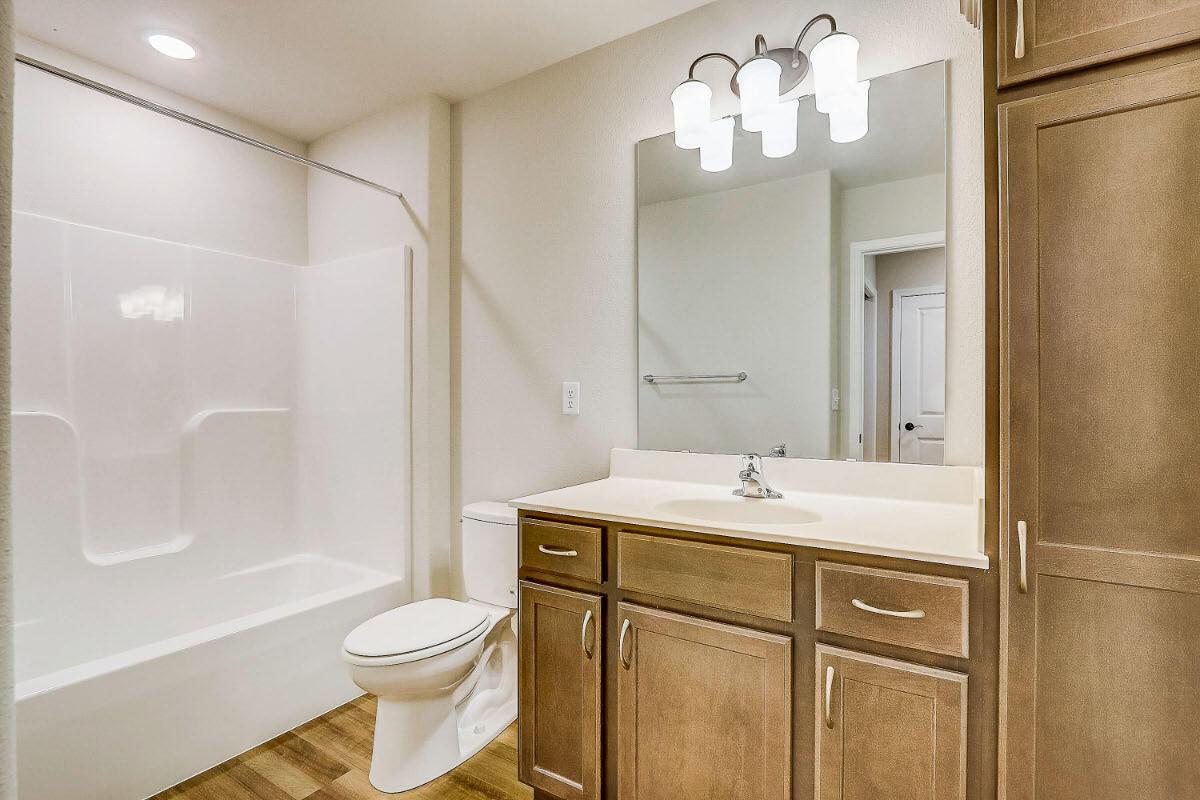 503 Hunter Oaks Blvd 22 Hall Bathroom