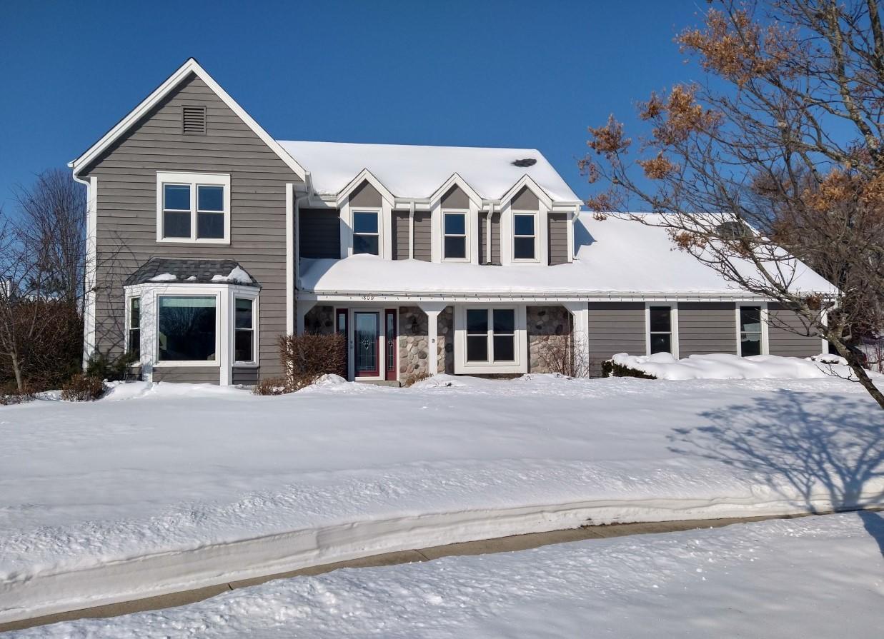 Photo of 806 Glen Ridge Ct, Waukesha, WI 53188