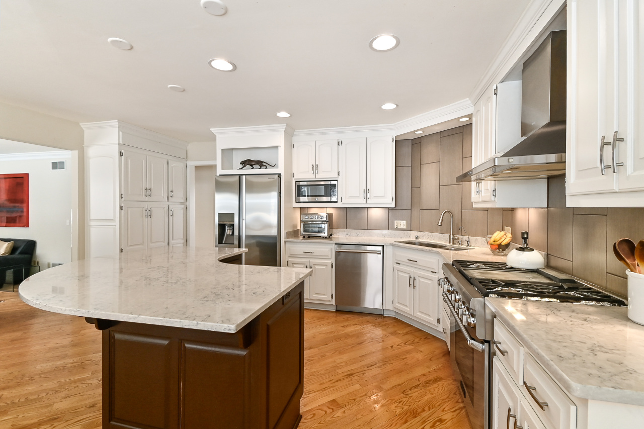 2 Toned Cabinetry & SS Apps