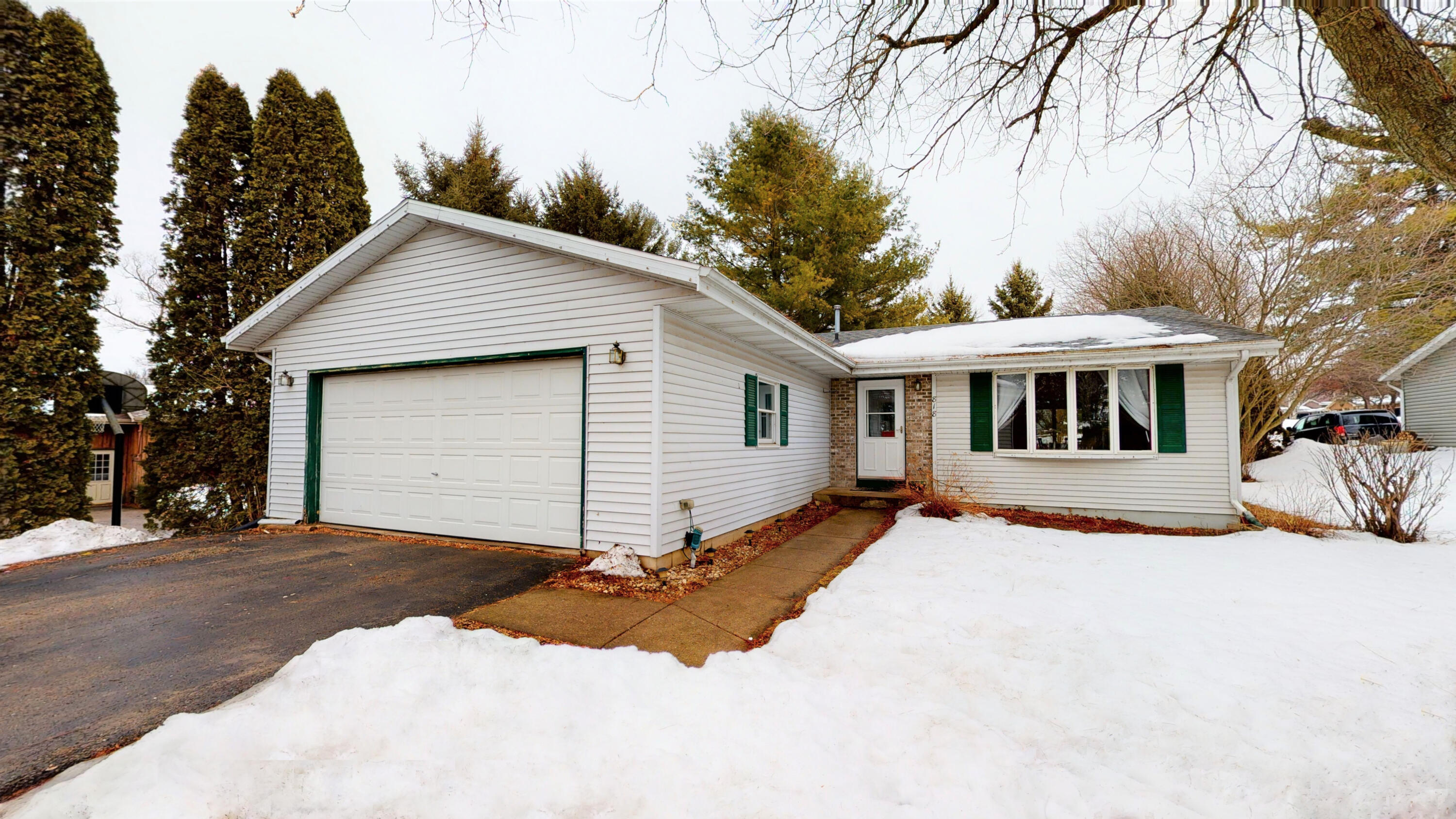 Photo of 818 Mary Ct, Jefferson, WI 53549