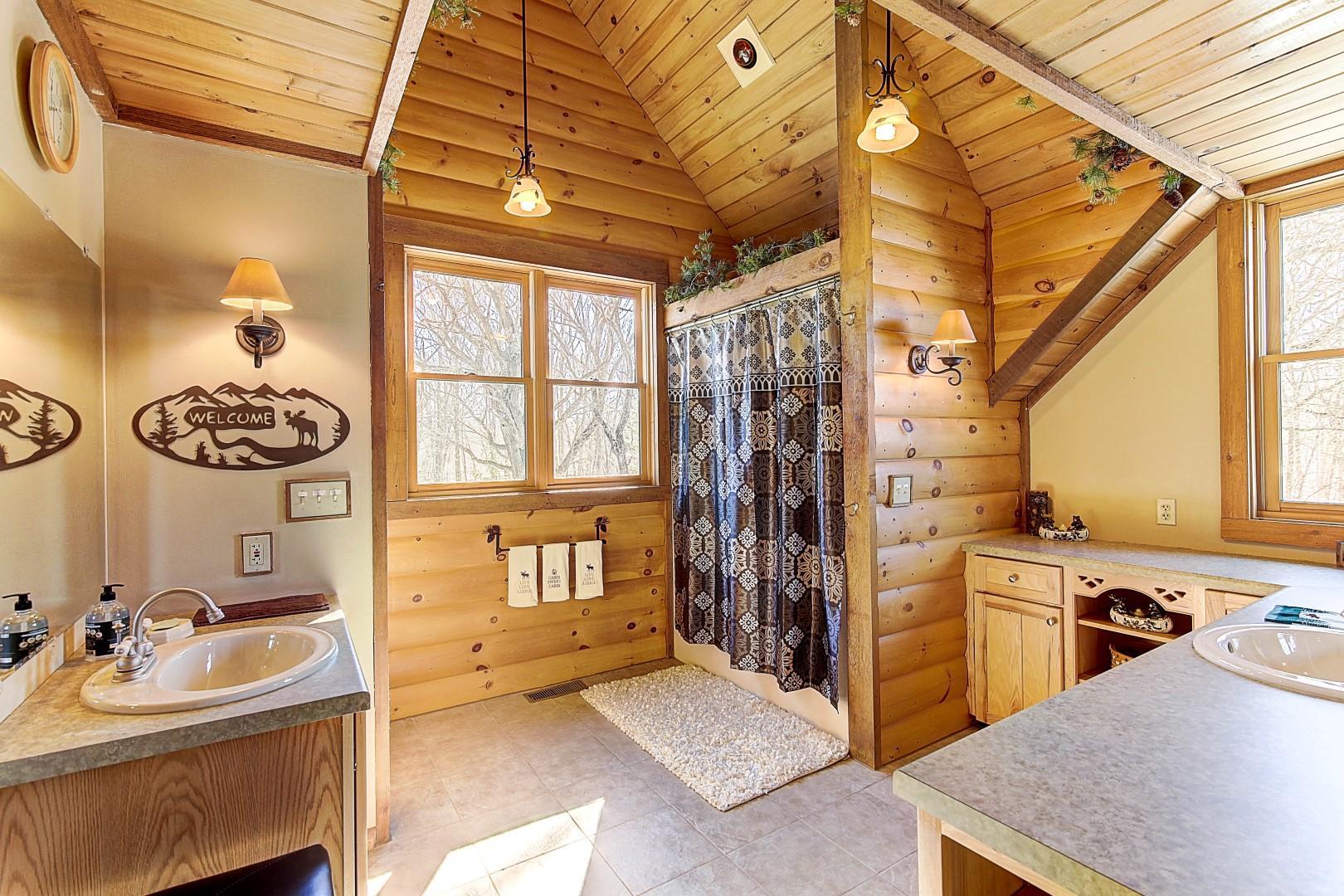 Upper Full Bath w/heat lamp