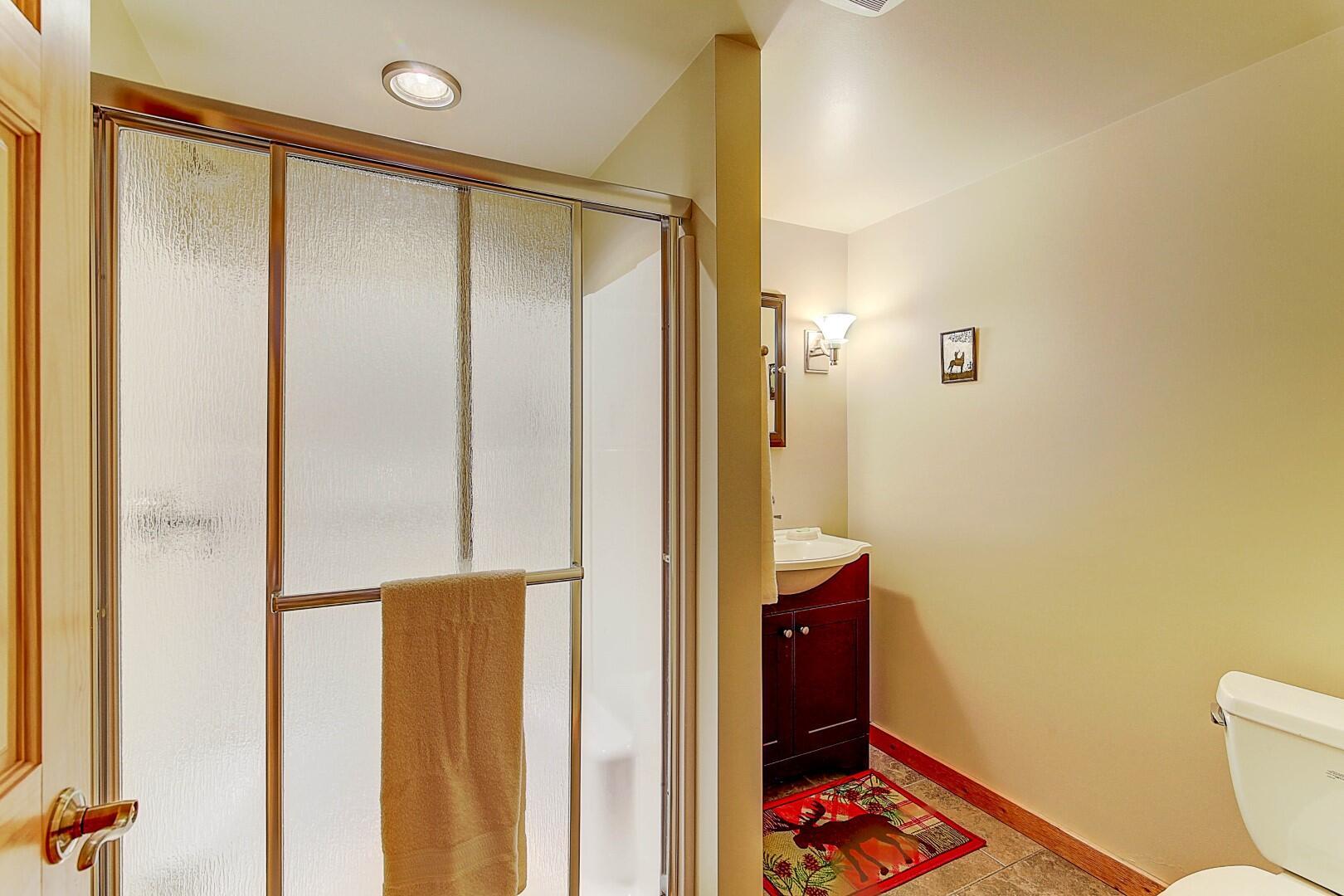 Lower Full Bath w/Heated Tile Floor