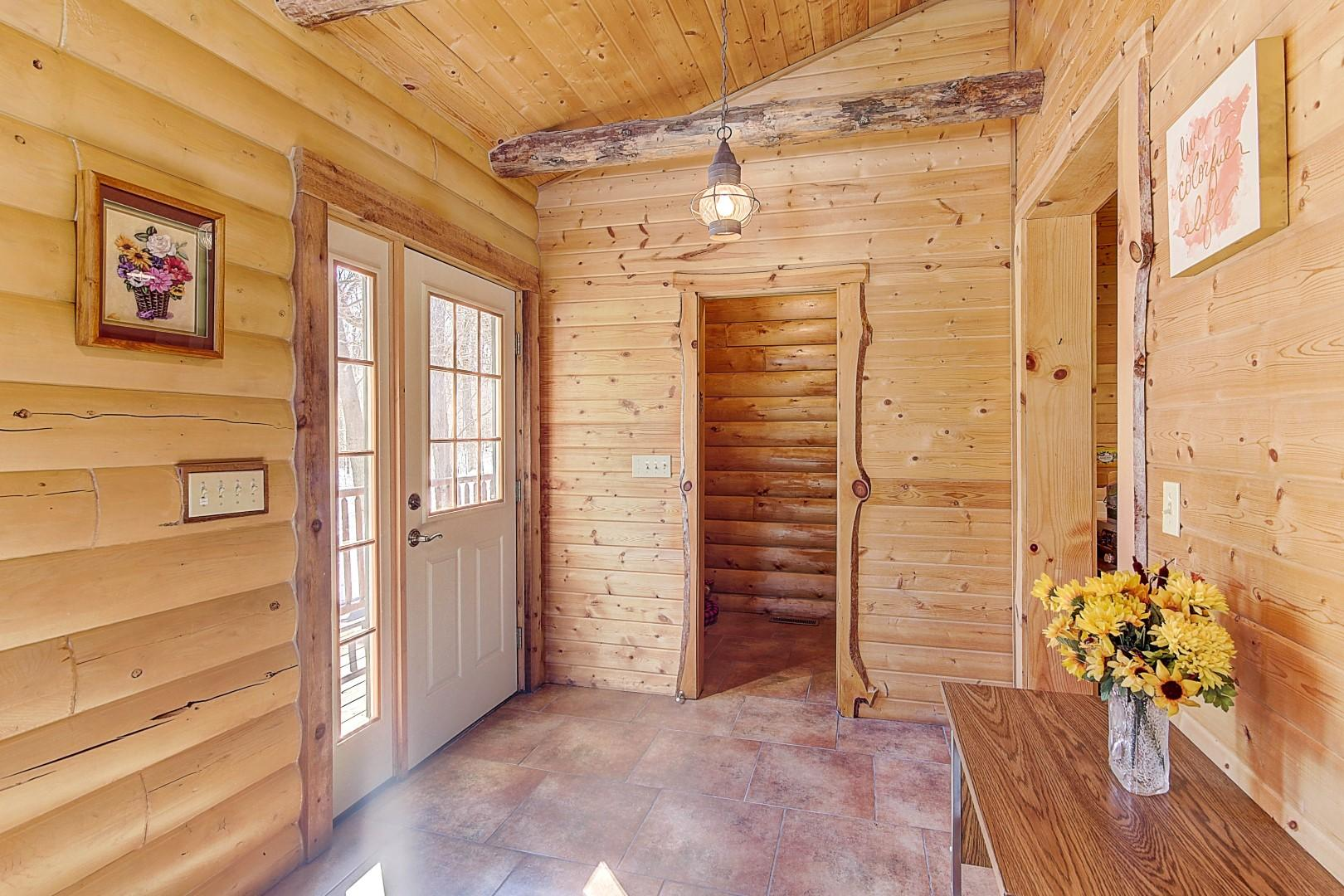 Front Side Entry to Back Hall w/Pantry