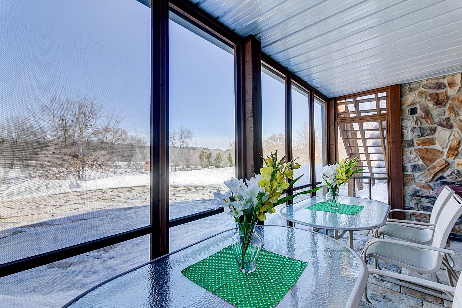 Screened-in Porch w/Staircase to Main L