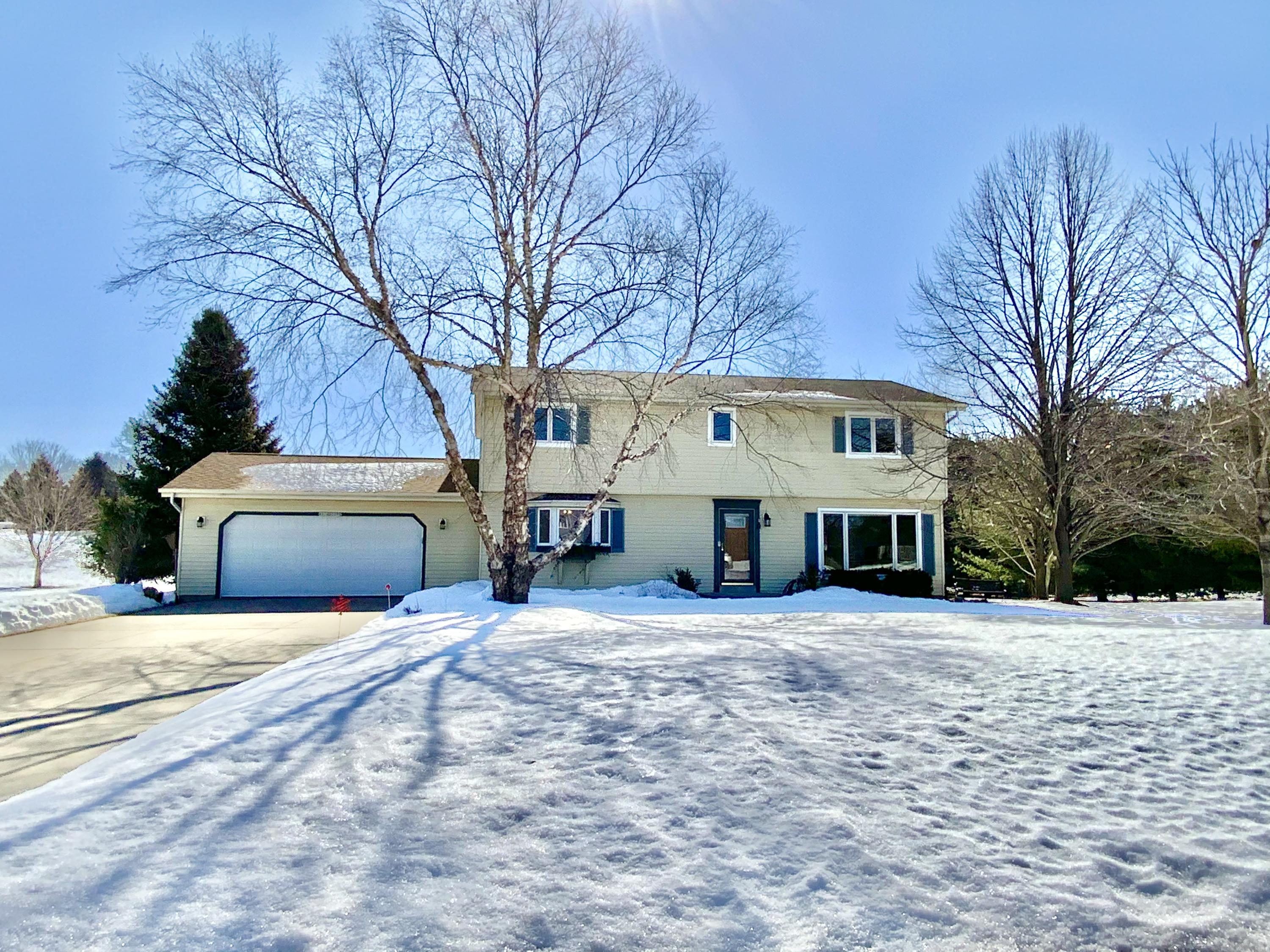 Photo of W319S3250 Squire Rd, Waukesha, WI 53189