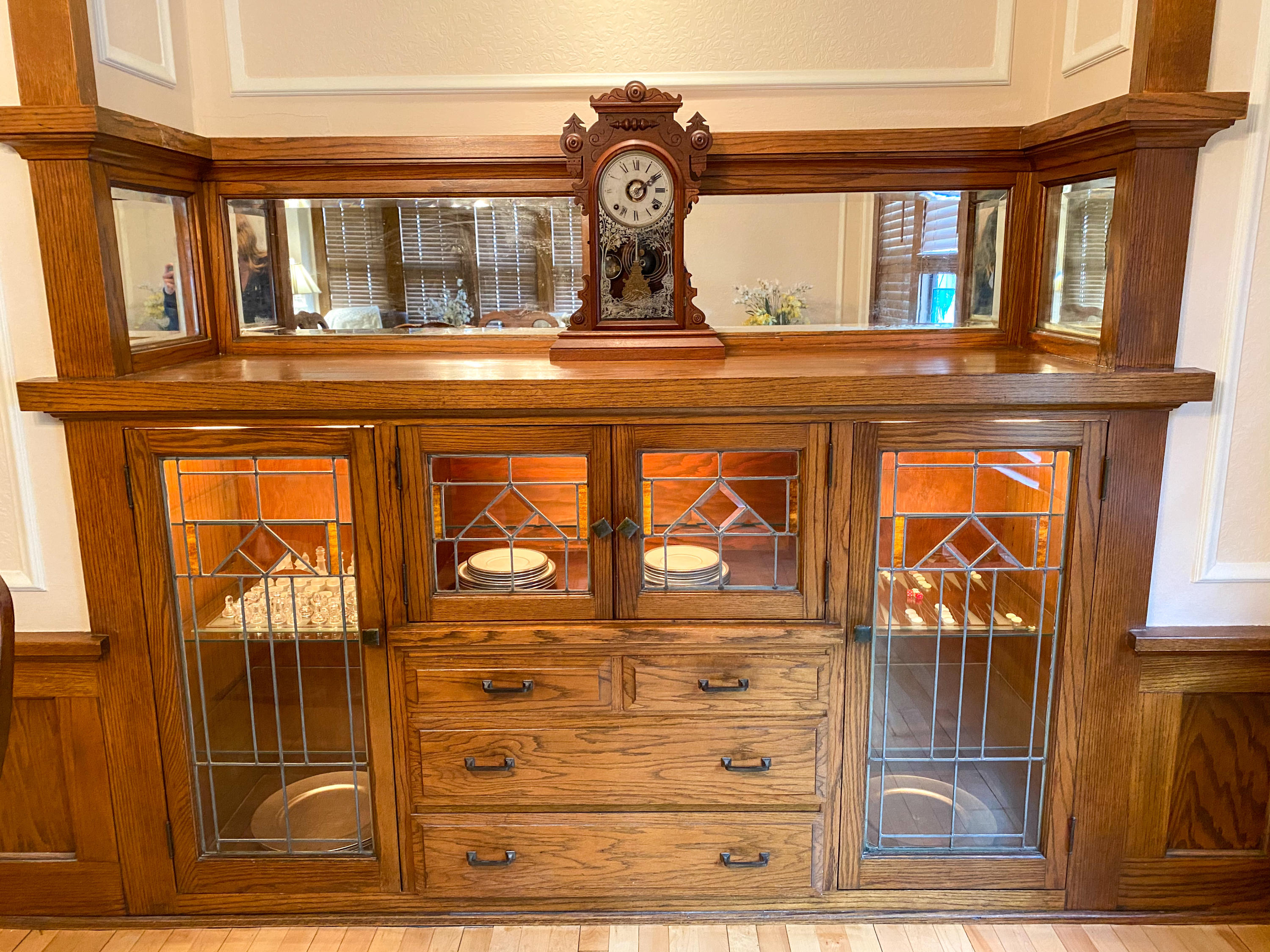 Built in Chin cabinet
