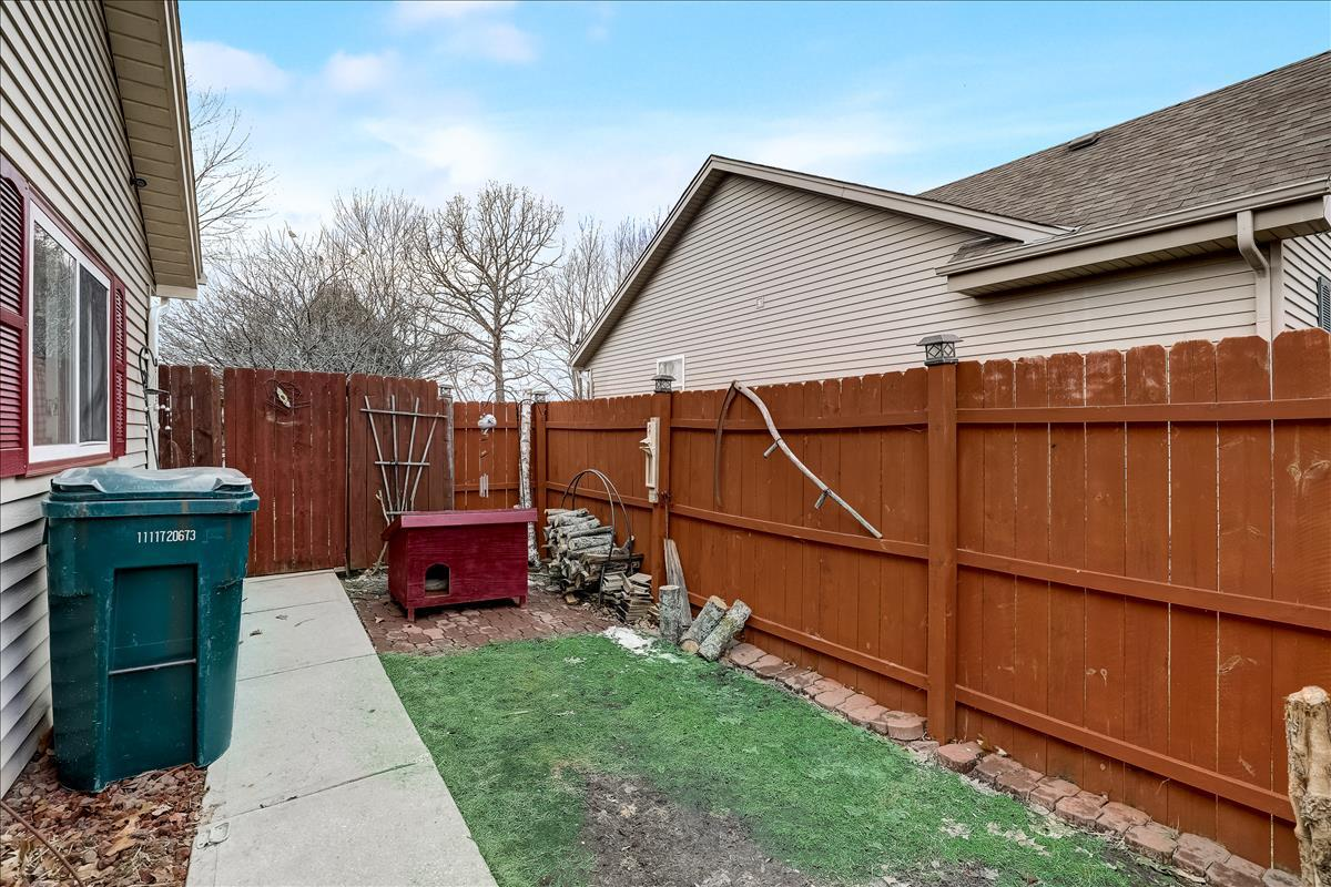 Side Area Fenced in Off Garage