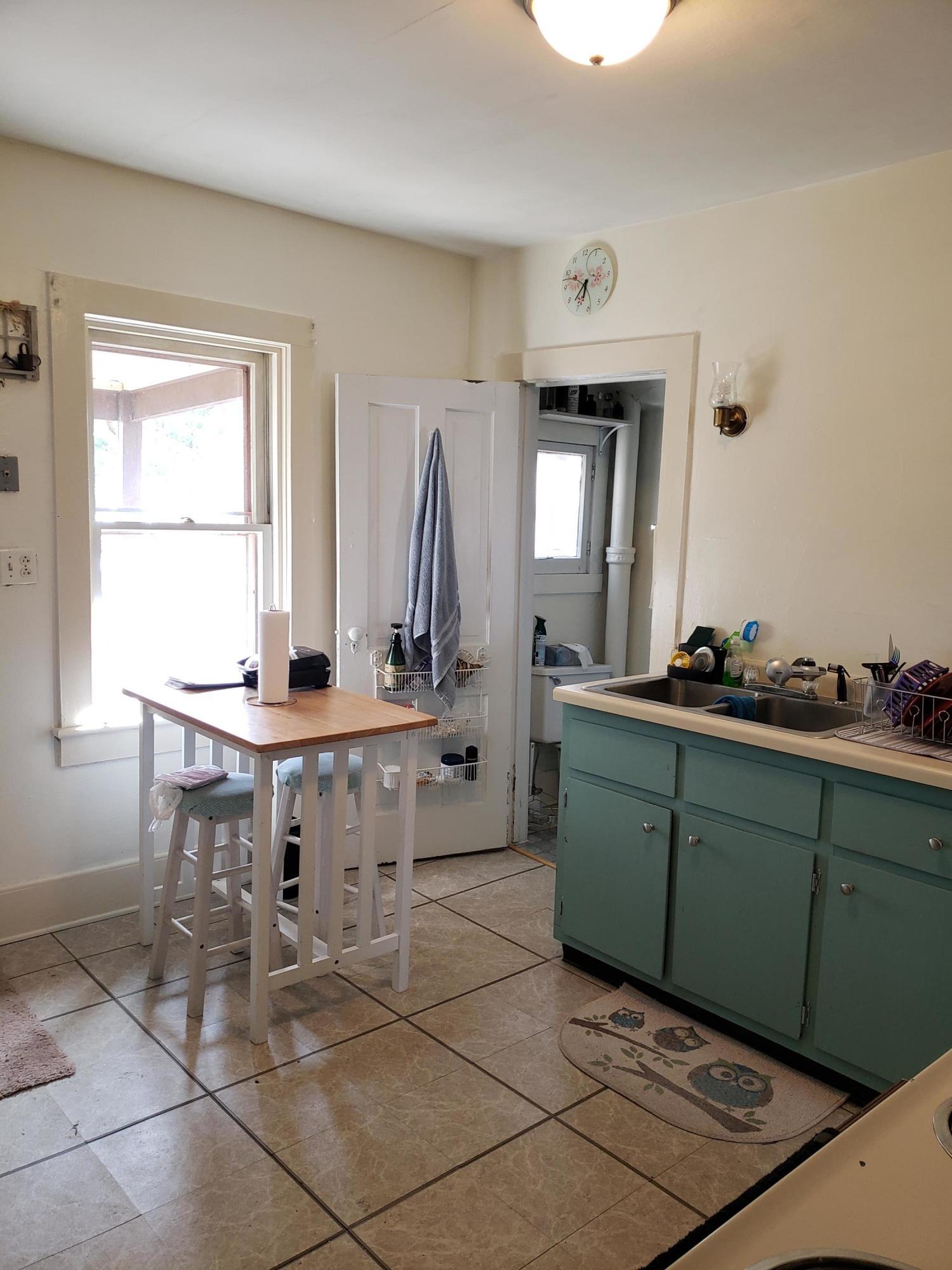 Kitchen, upper