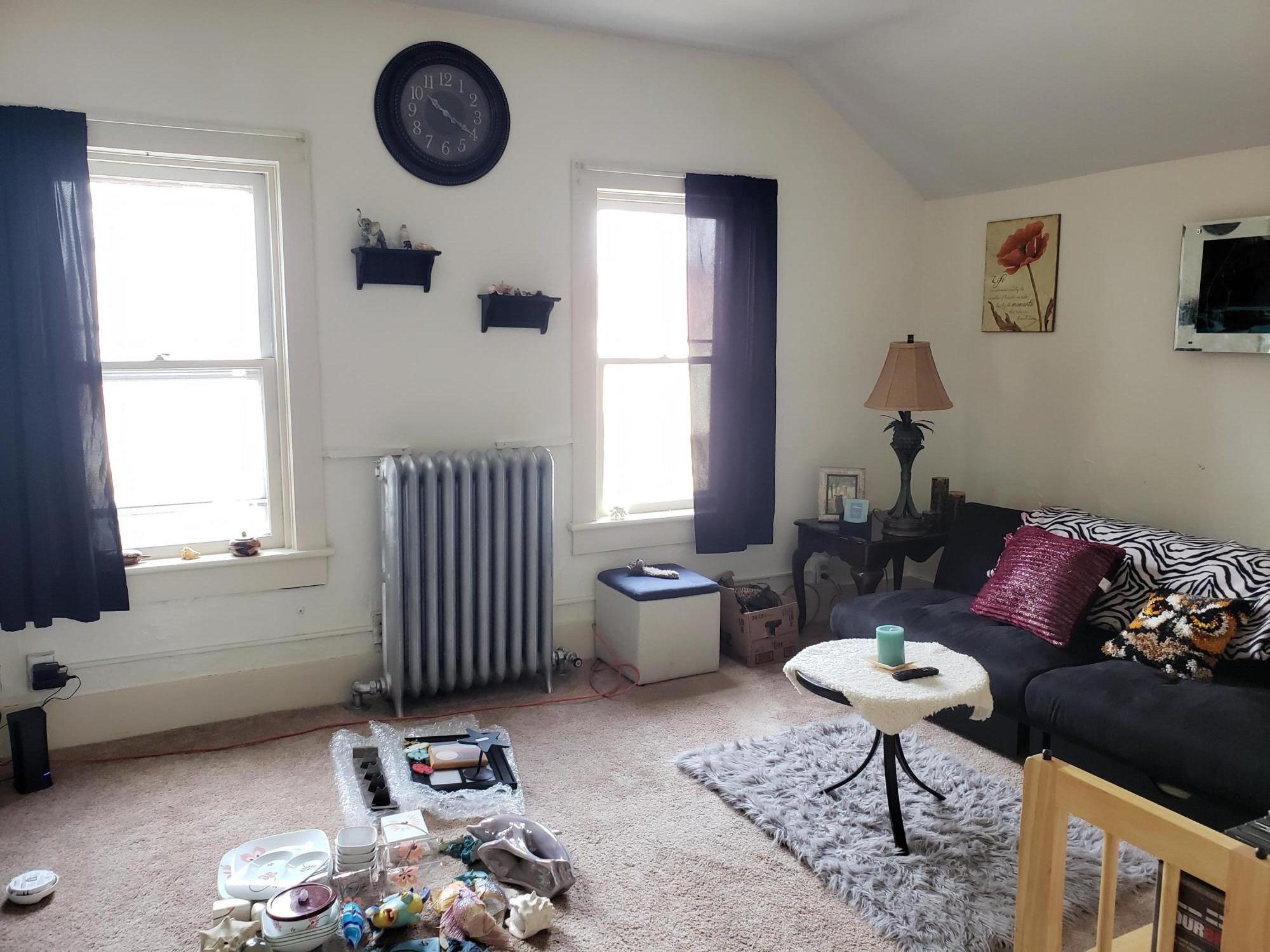 Living room, upper