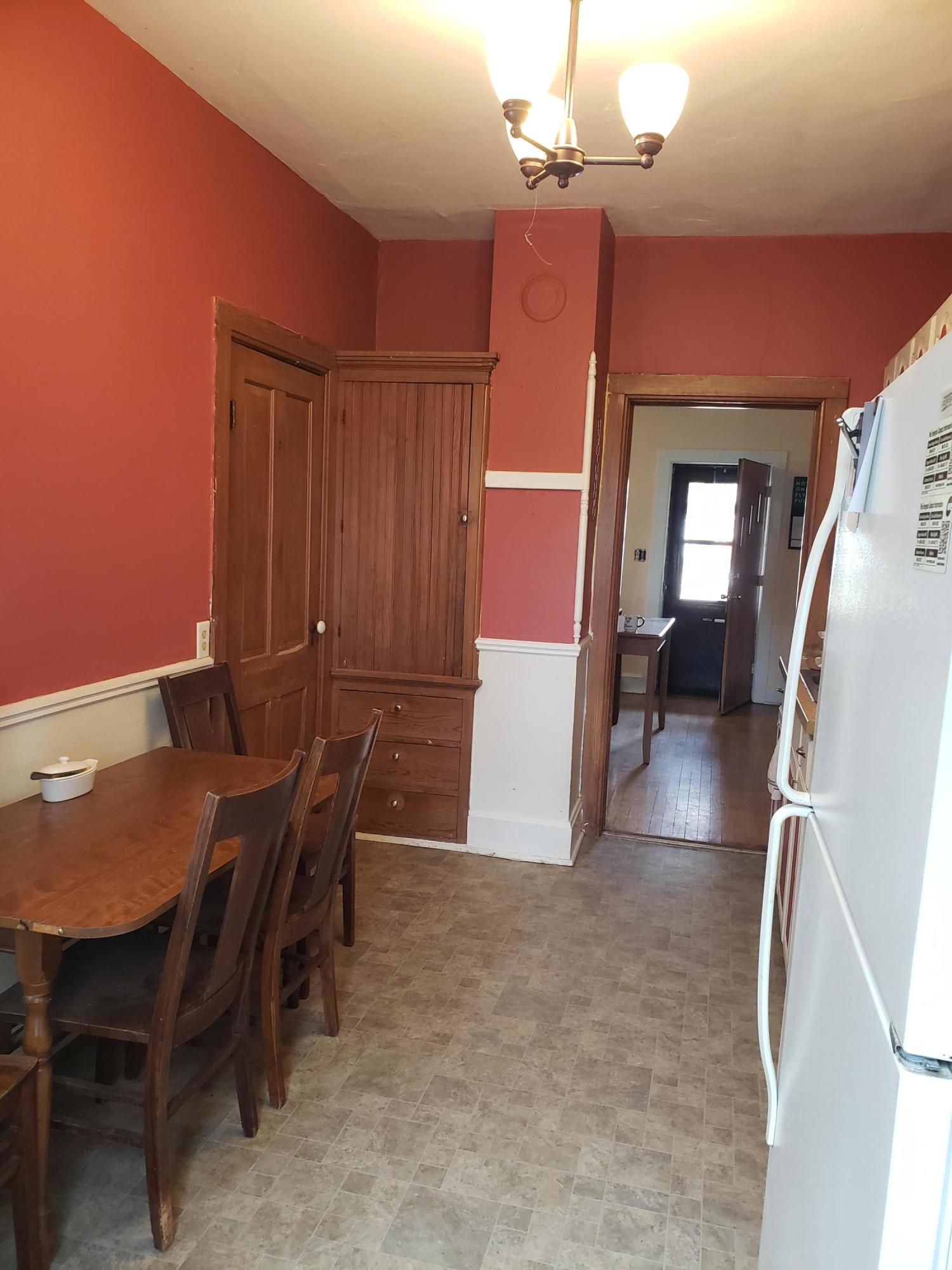 Kitchen, lower