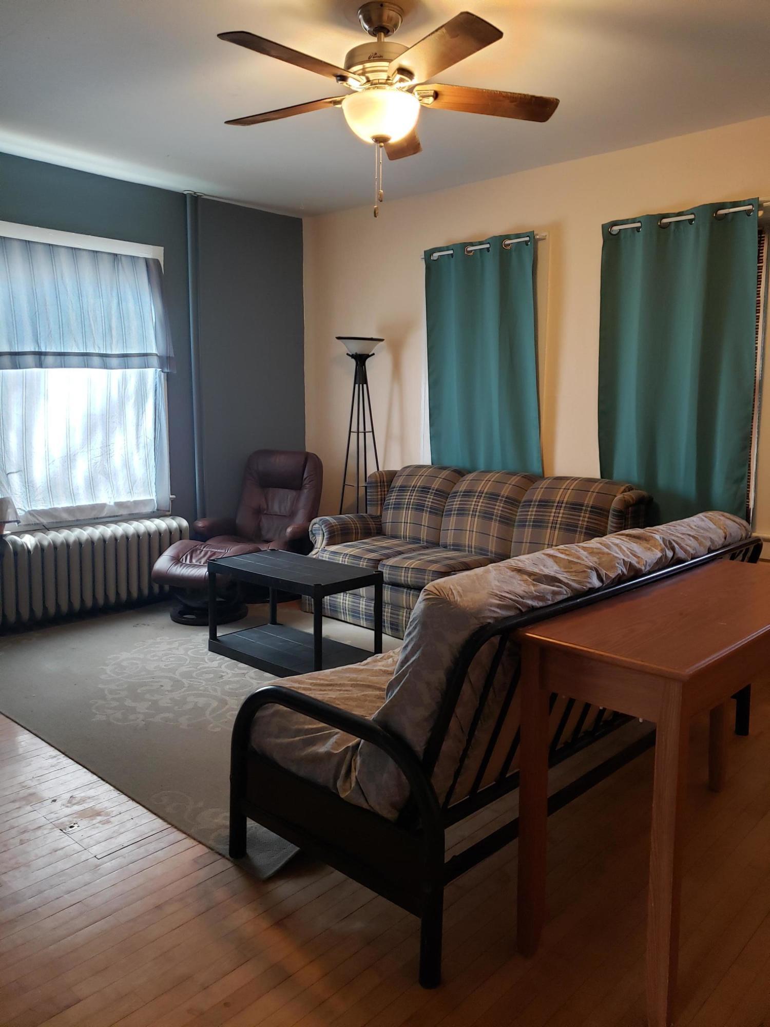 Living room, lower
