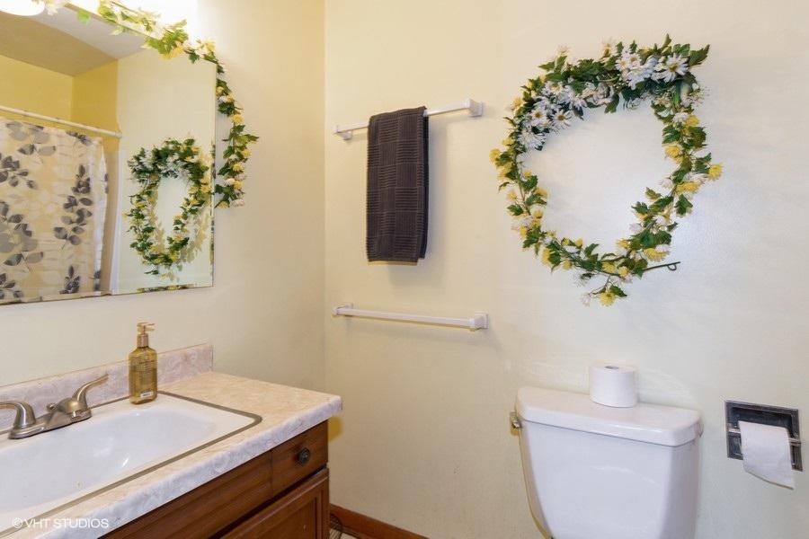 12_N7185EagleHillRoad_8_Bathroom_LowRes