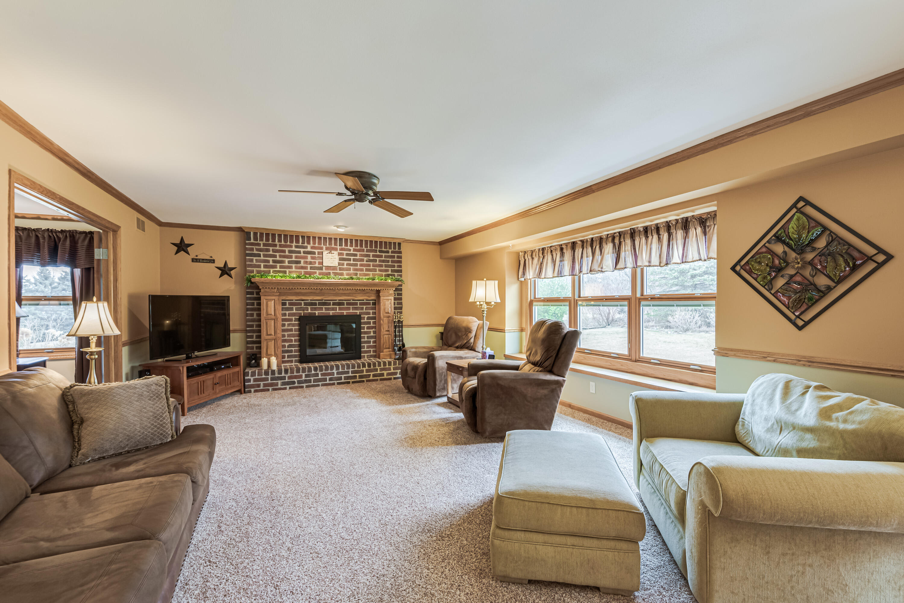 Family room w/natural fireplace