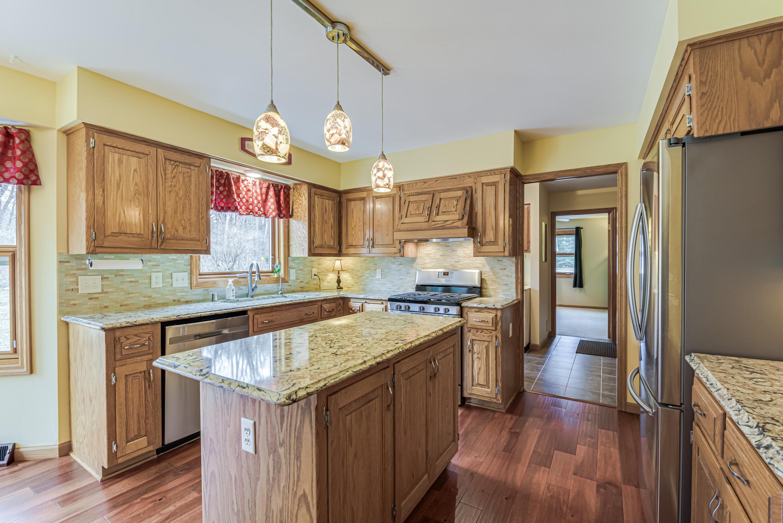 Kitchen island /quartz countertops