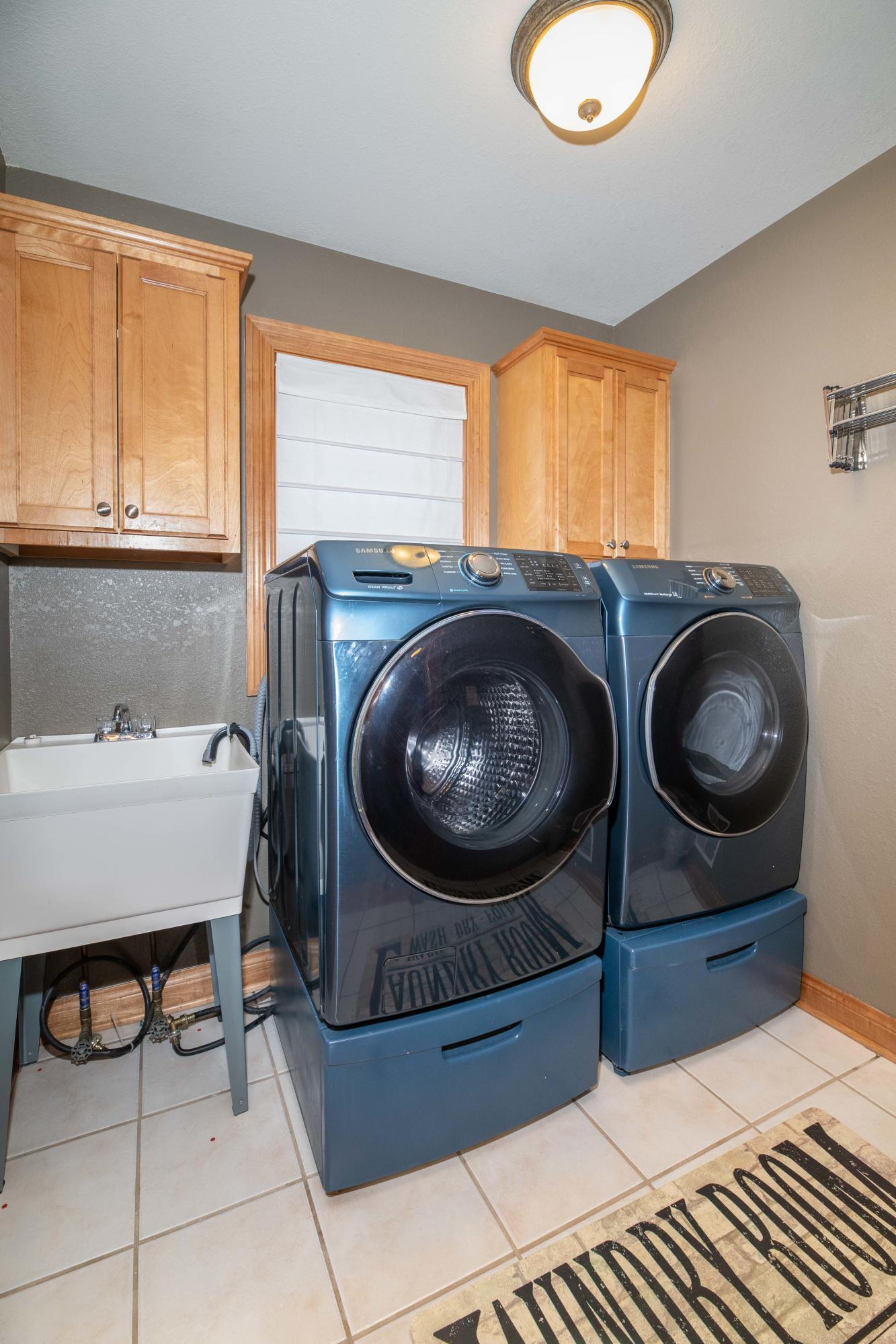 1st Fl laundry rm