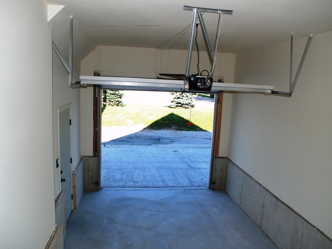 Attached Garage 2