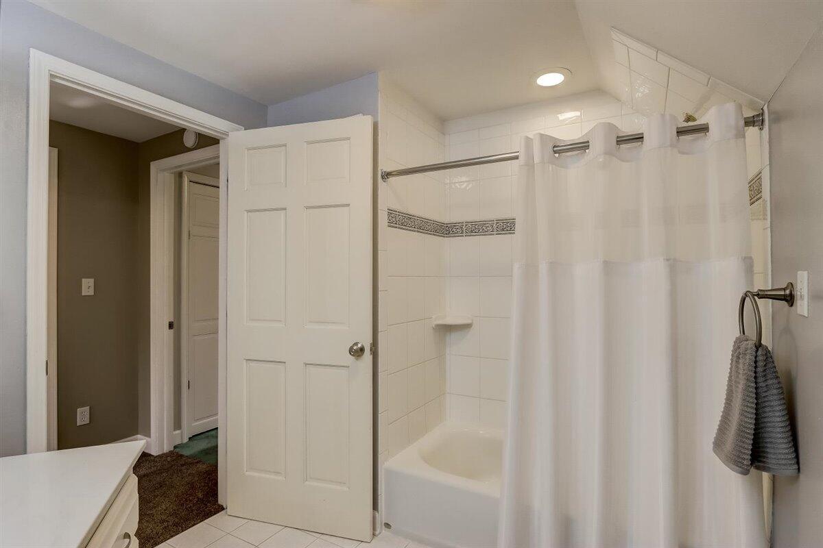 Upper Level Shower