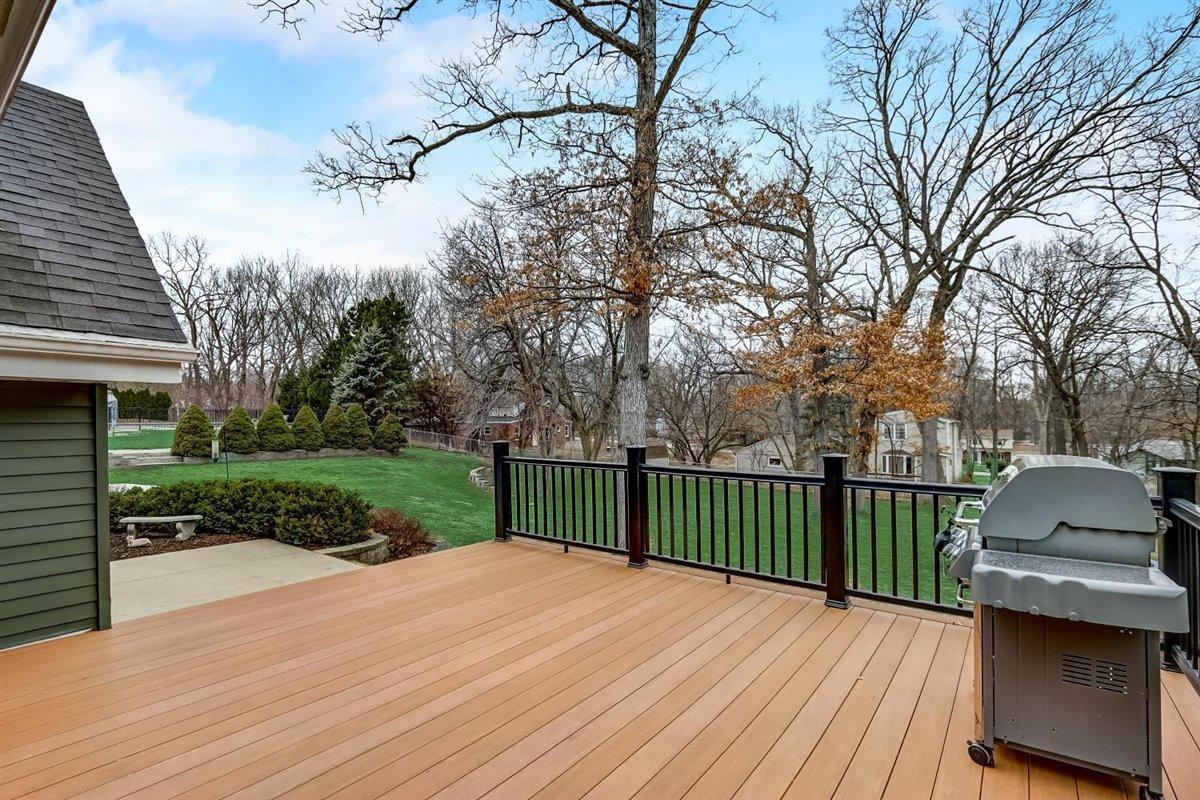 Large Deck overlooking yard