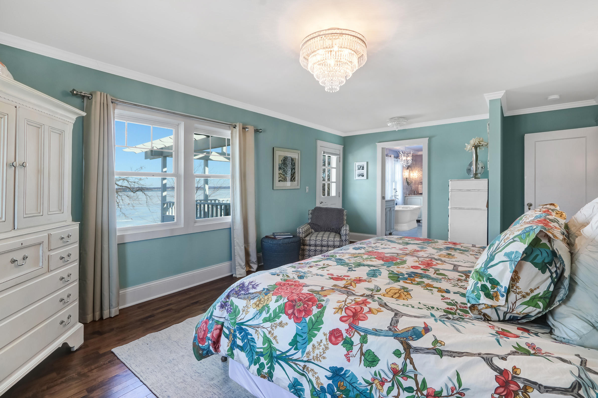 Main Bedroom Suite with Lake Views