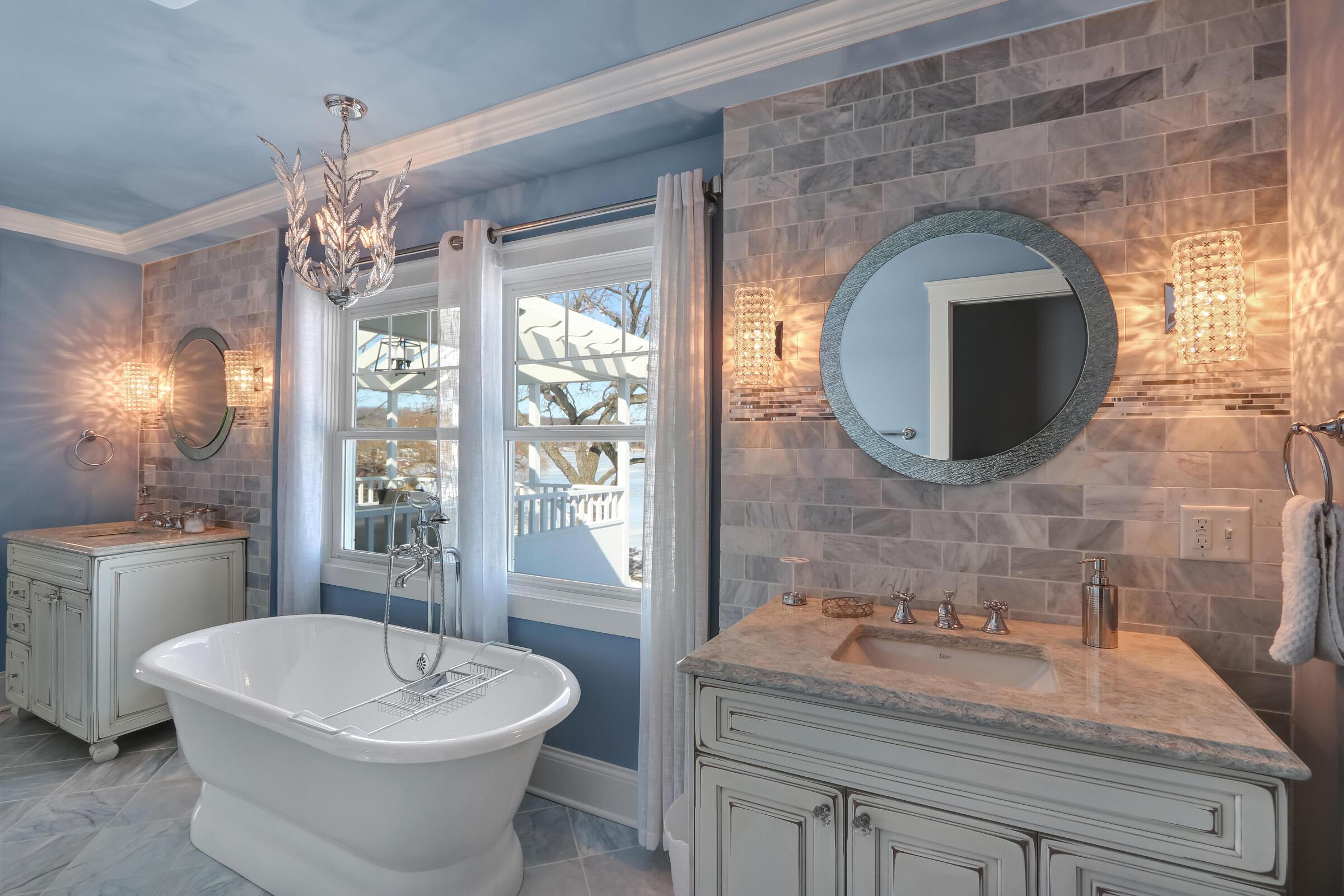 Main Bath with Soaking Tub