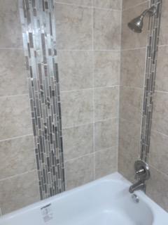 1st Floor Bathtub & Shower