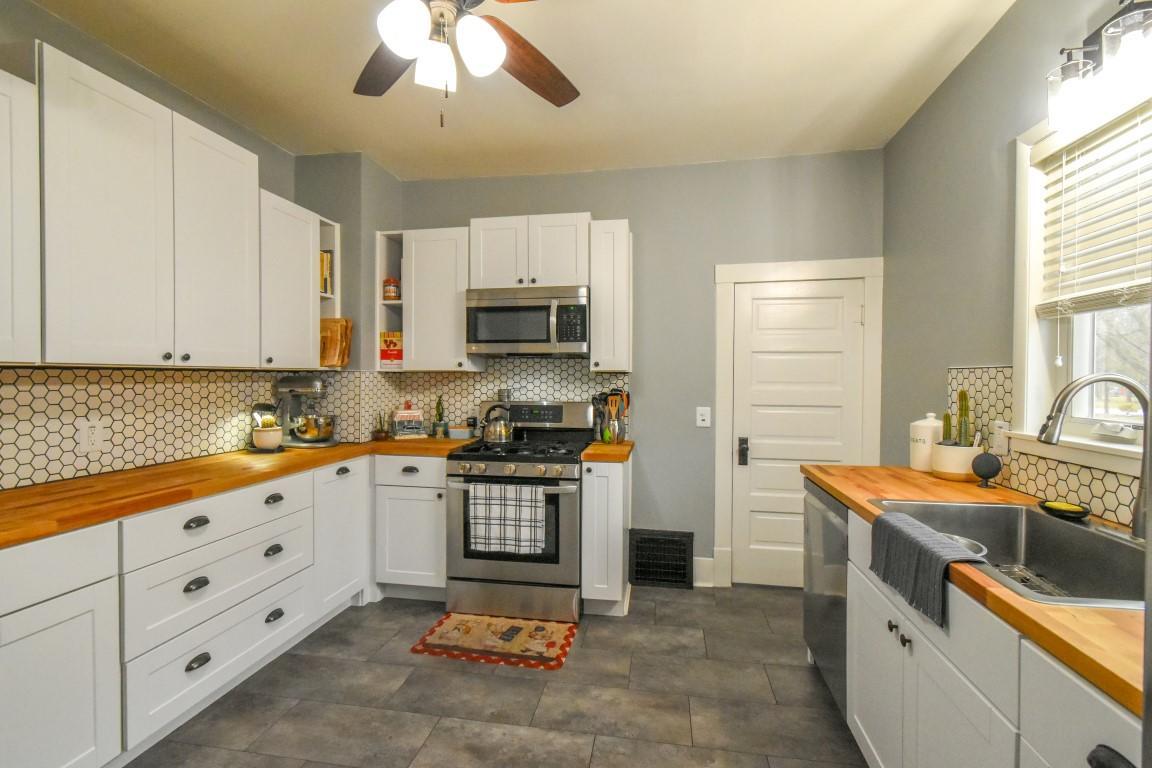 15 - Kitchen1