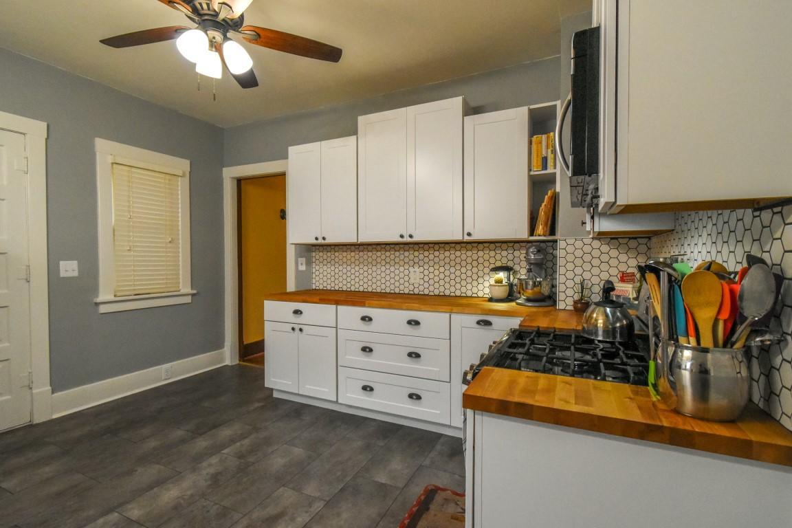 16 - Kitchen2