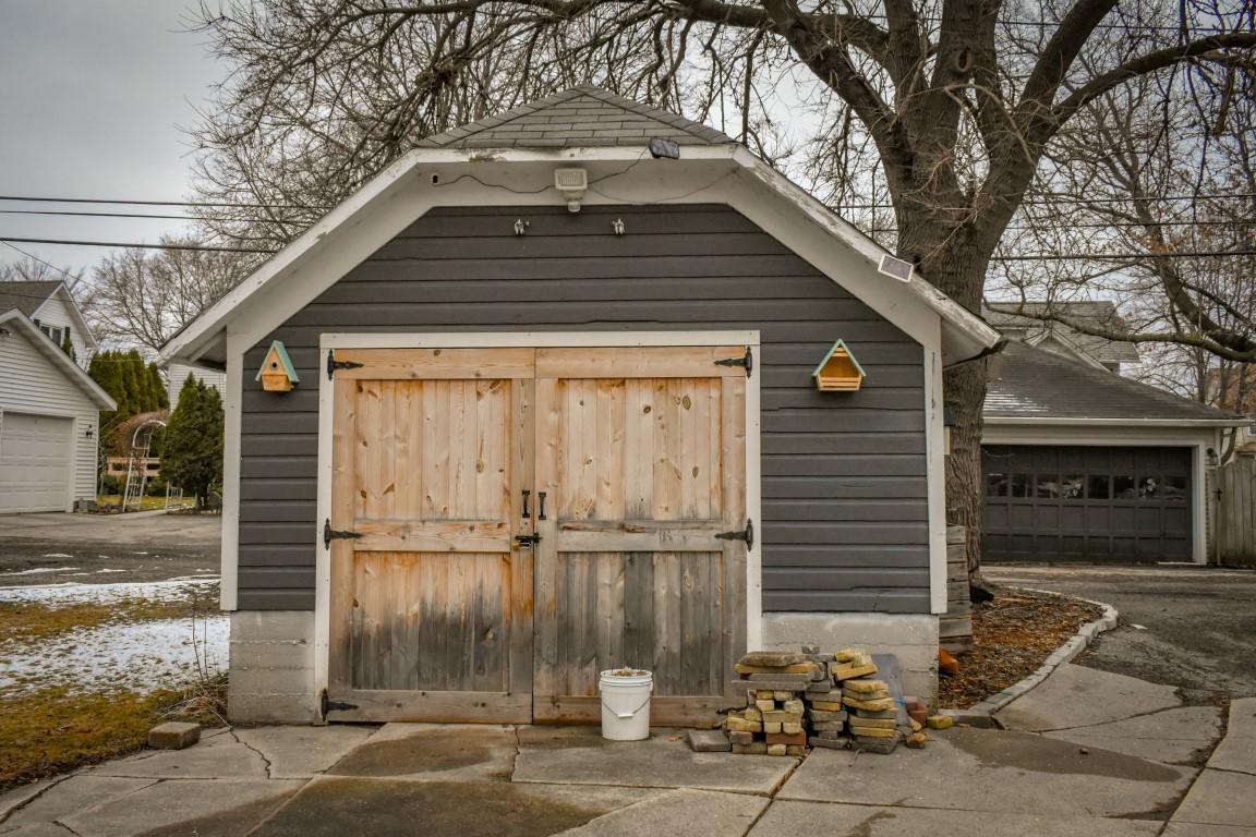 34 - Garage
