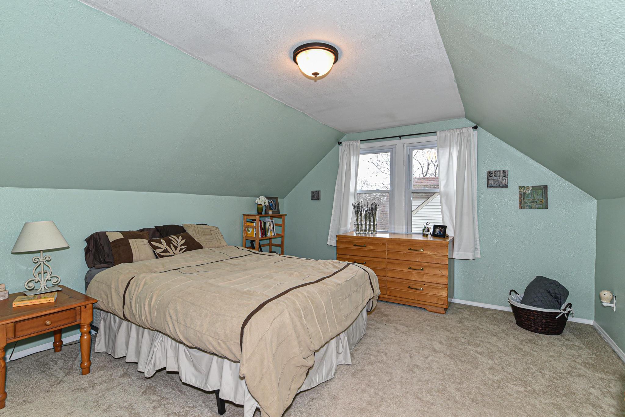 Upper bedroom 3 or master
