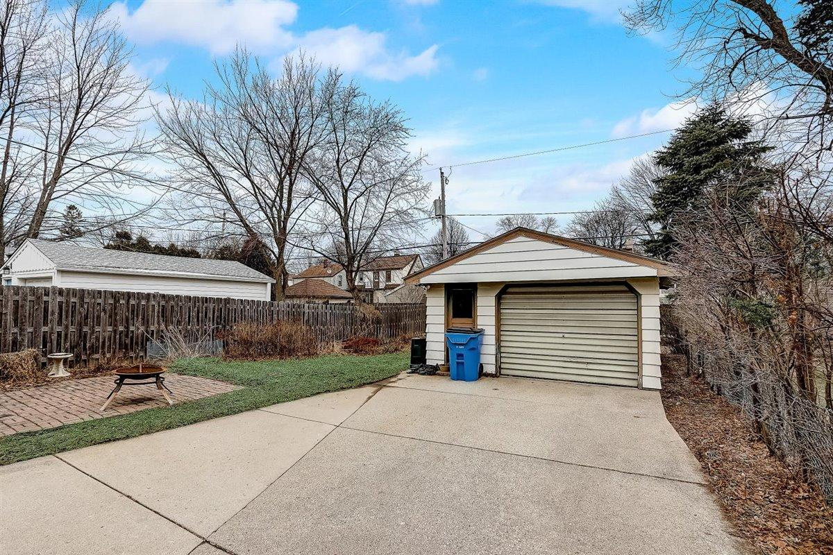 34-N Lydell Ave-034