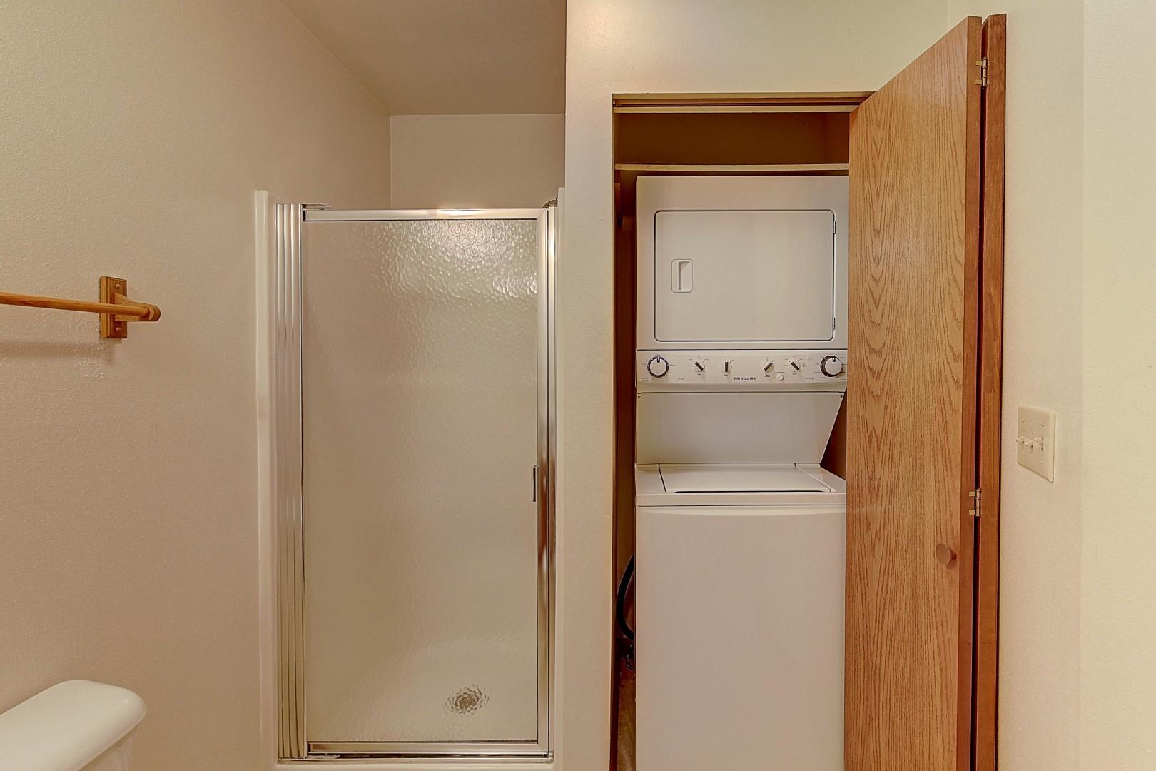 Washer/Dryer in Bath 2